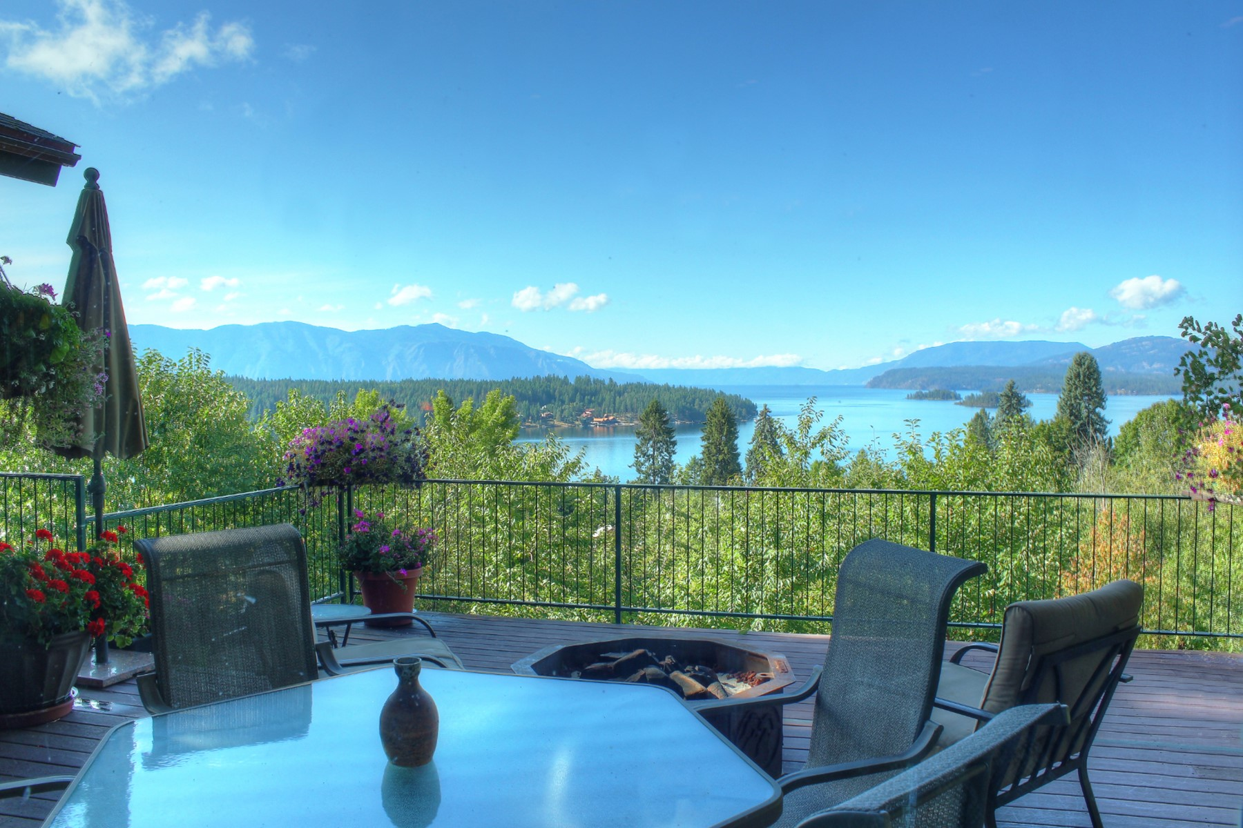 Single Family Homes for Sale at Simply Stunning Lake and Mountain Views. 310 Cedar St Hope, Idaho 83836 United States