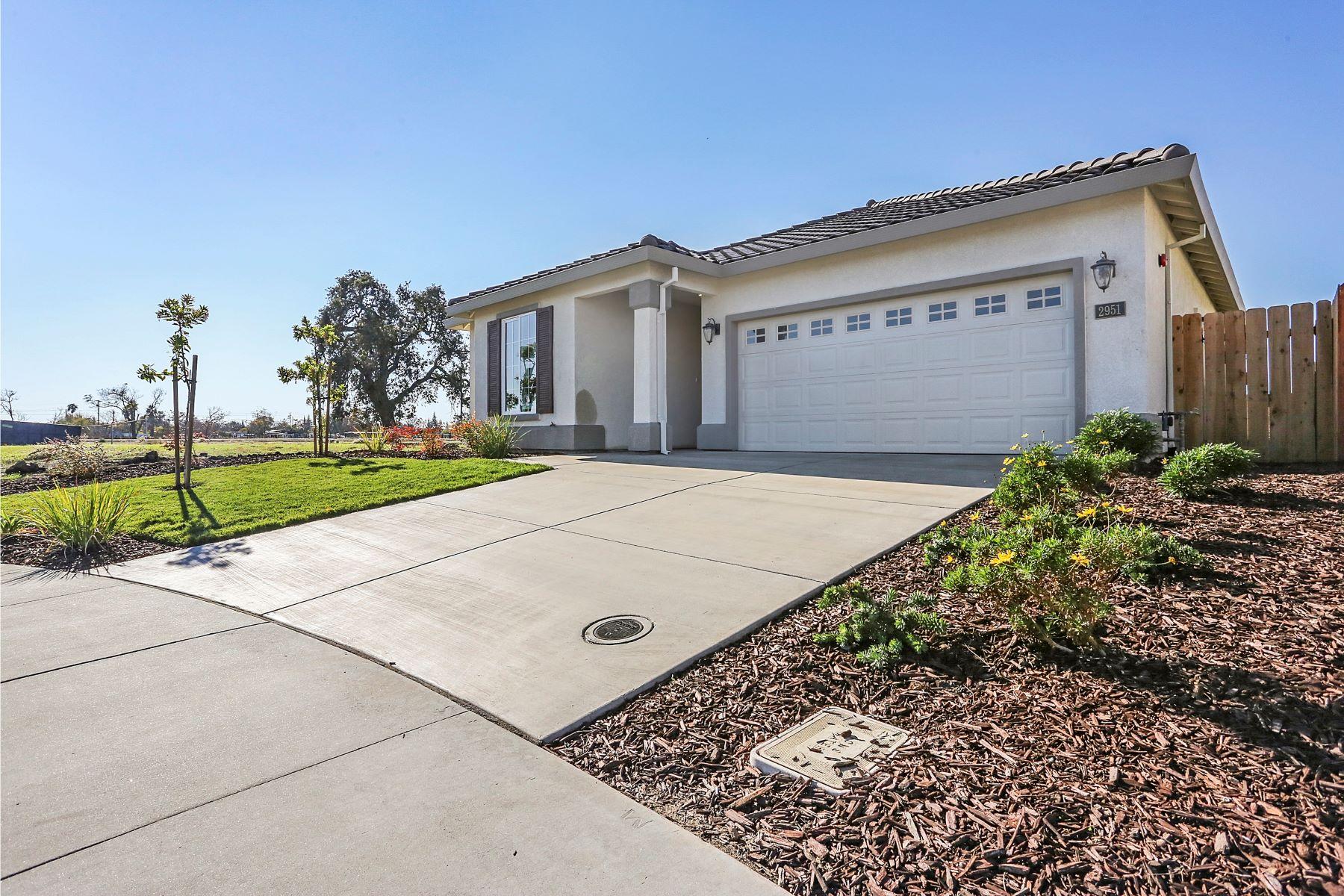 独户住宅 为 销售 在 1912 Old Oak Drive, Stockton 斯托克顿市, 加利福尼亚州, 95206 美国