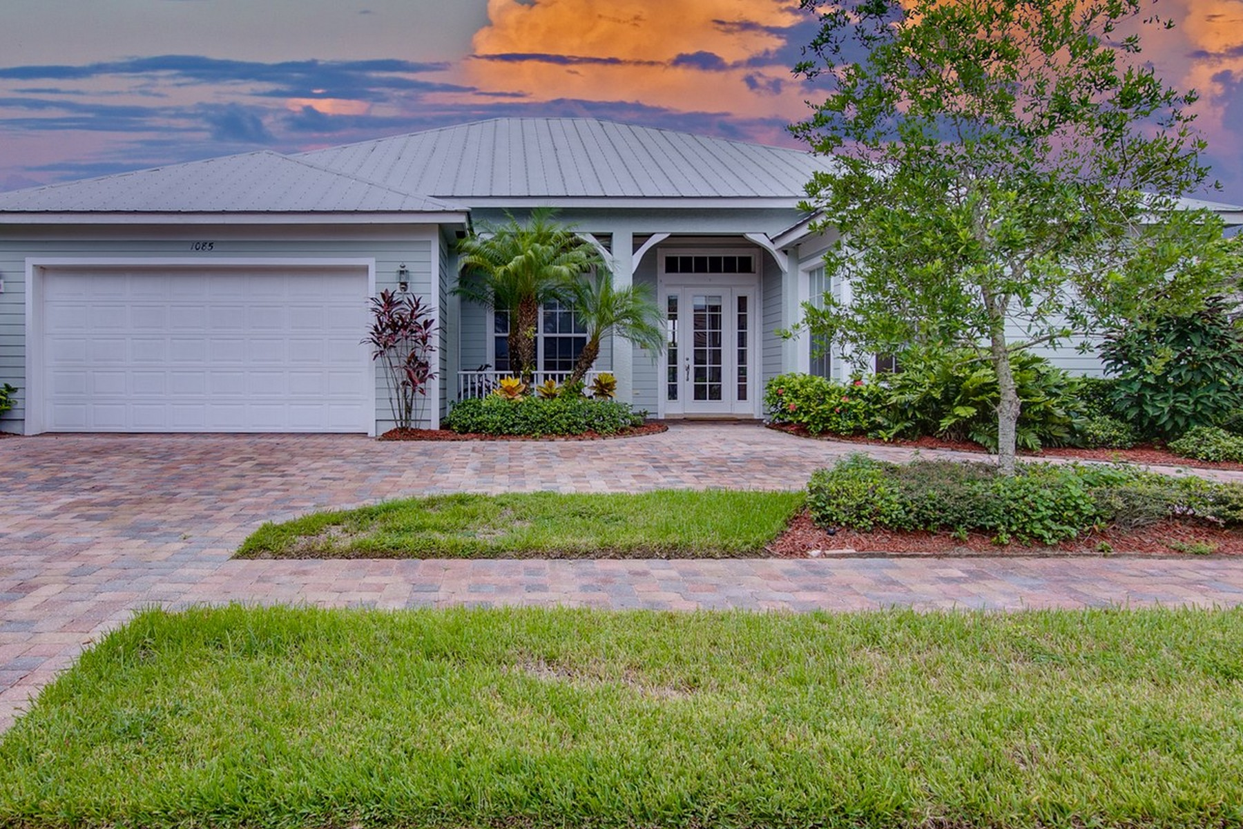 Single Family Home for Sale at Beautiful Ansley Park Home 1085 Buckhead Drive SW Vero Beach, Florida, 32968 United States