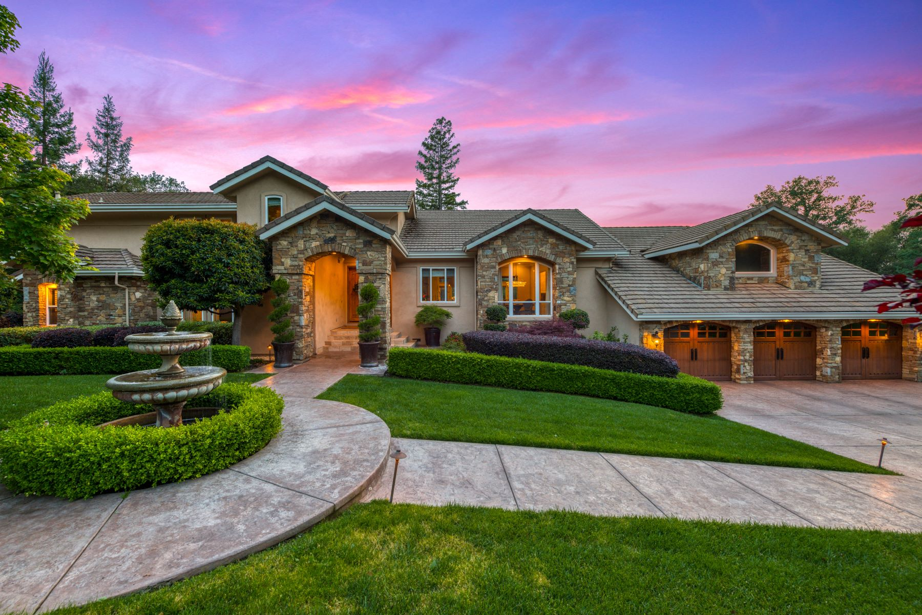 Single Family Homes 为 销售 在 6836 Itchy Acres Rd, Granite Bay, CA 95746 6836 Itchy Acres Rd Granite Bay, 加利福尼亚州 95746 美国