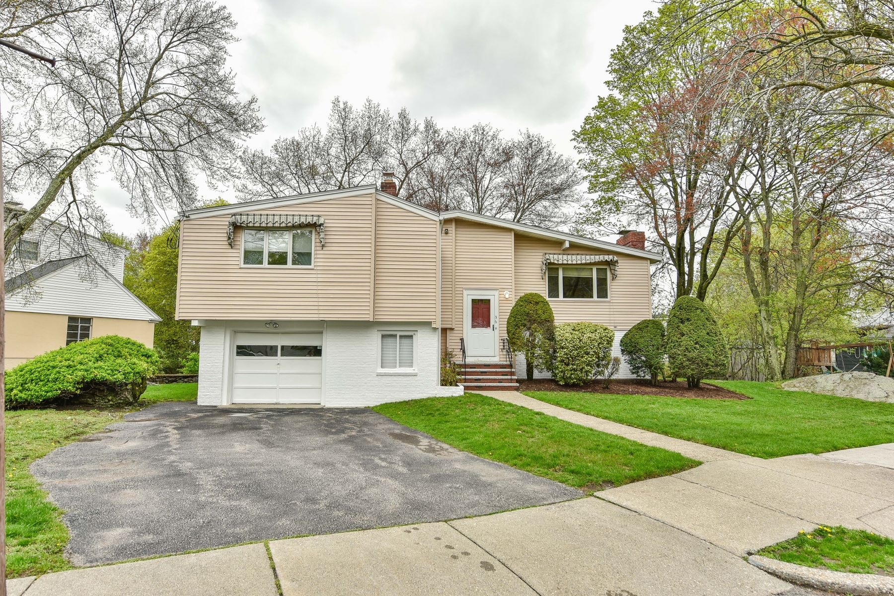 Single Family Home for Sale at 36 Theodore Rd, Newton 36 Theodore Rd Newton, Massachusetts 02459 United States