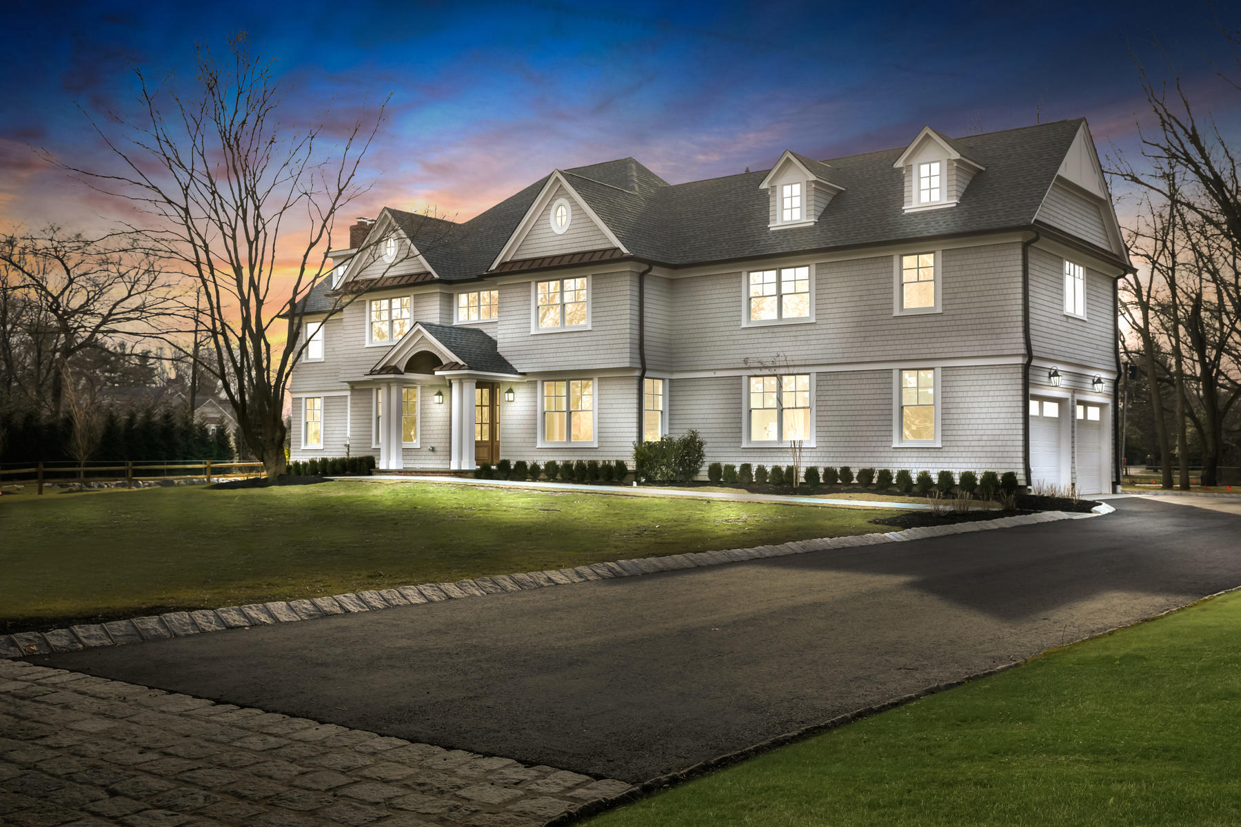 Частный односемейный дом для того Продажа на Elegant Rumson Home 66 Bellevue Ave, Rumson, Нью-Джерси 07760 Соединенные Штаты