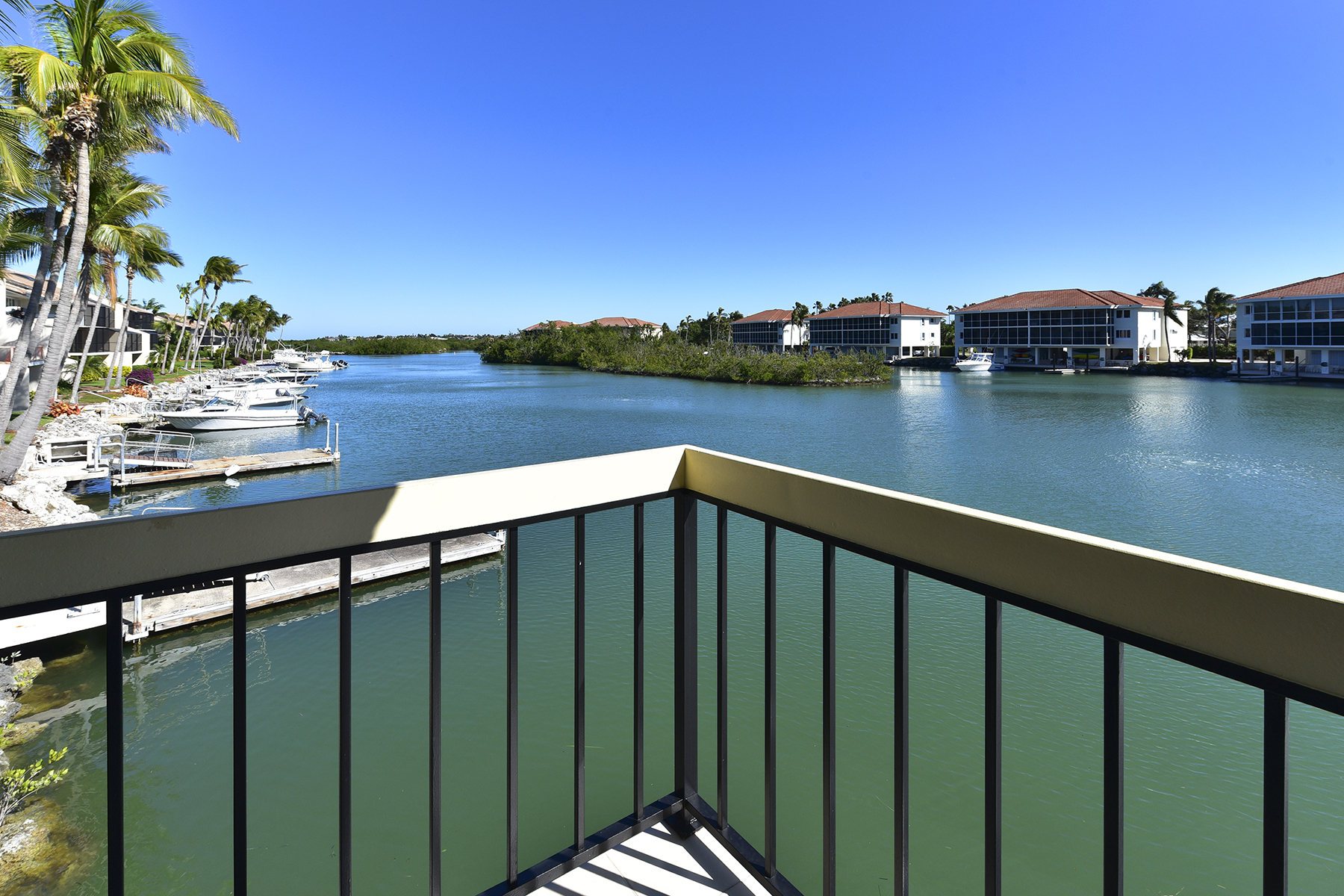 コンドミニアム のために 売買 アット Waterfront Condominium at Ocean Reef 30 Fisherman's Cove, Unit A, Ocean Reef Community, Key Largo, フロリダ, 33037 アメリカ合衆国