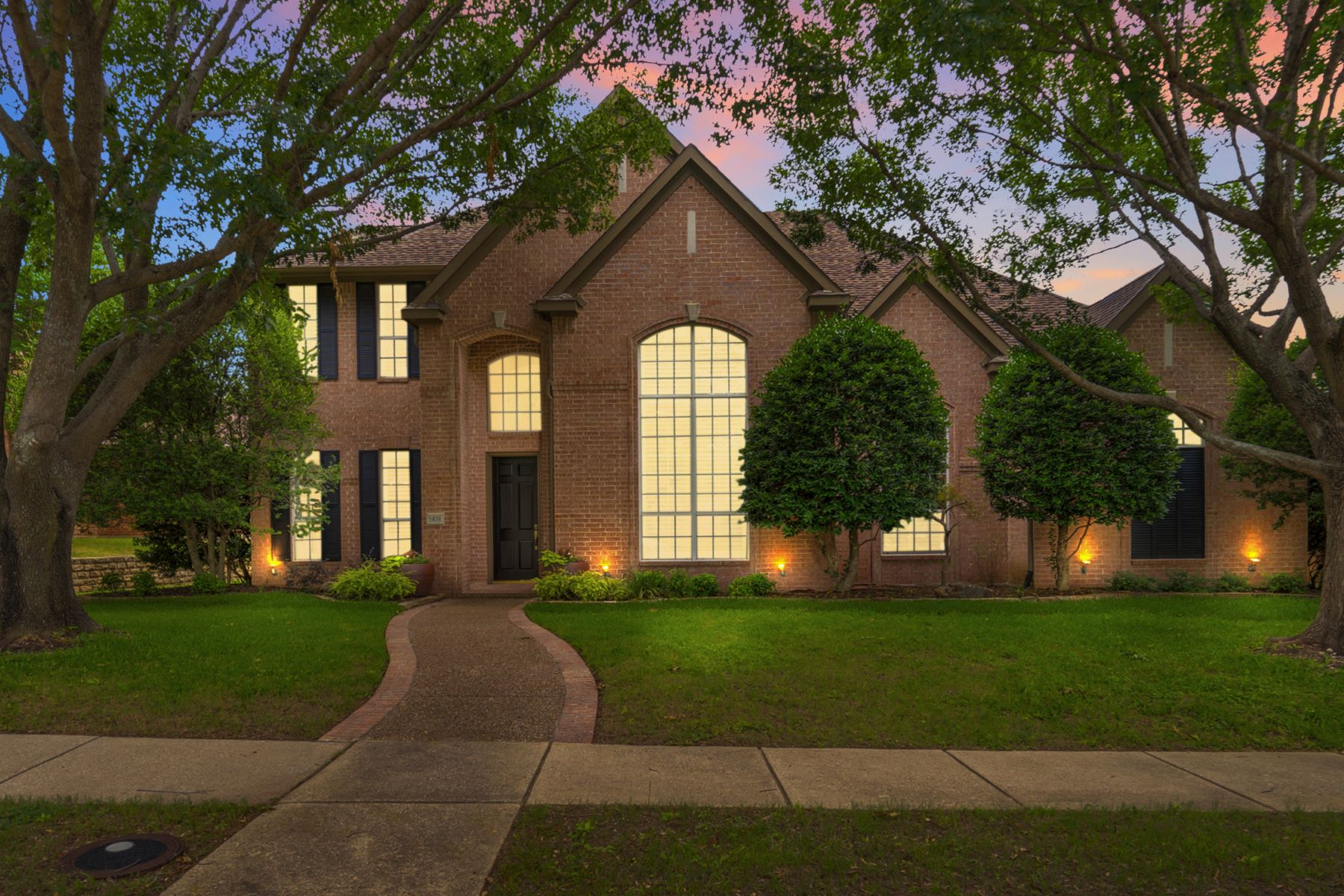 Single Family Homes for Sale at Starwood Traditional !! 5431 Widgeon Way Frisco, Texas 75034 United States
