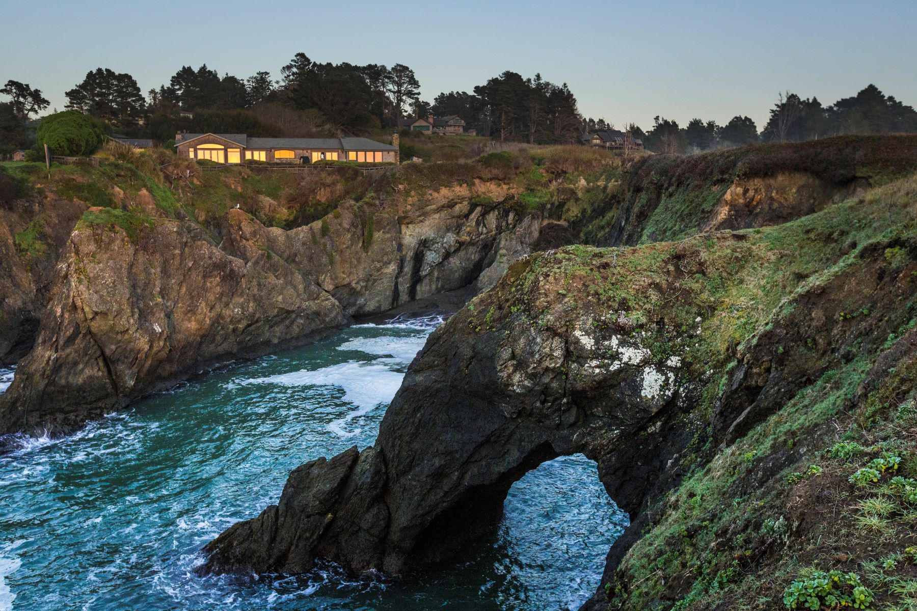 Casa Unifamiliar por un Venta en Sunset Cove 45275 Mar Vista Drive Mendocino, California 95460 Estados Unidos
