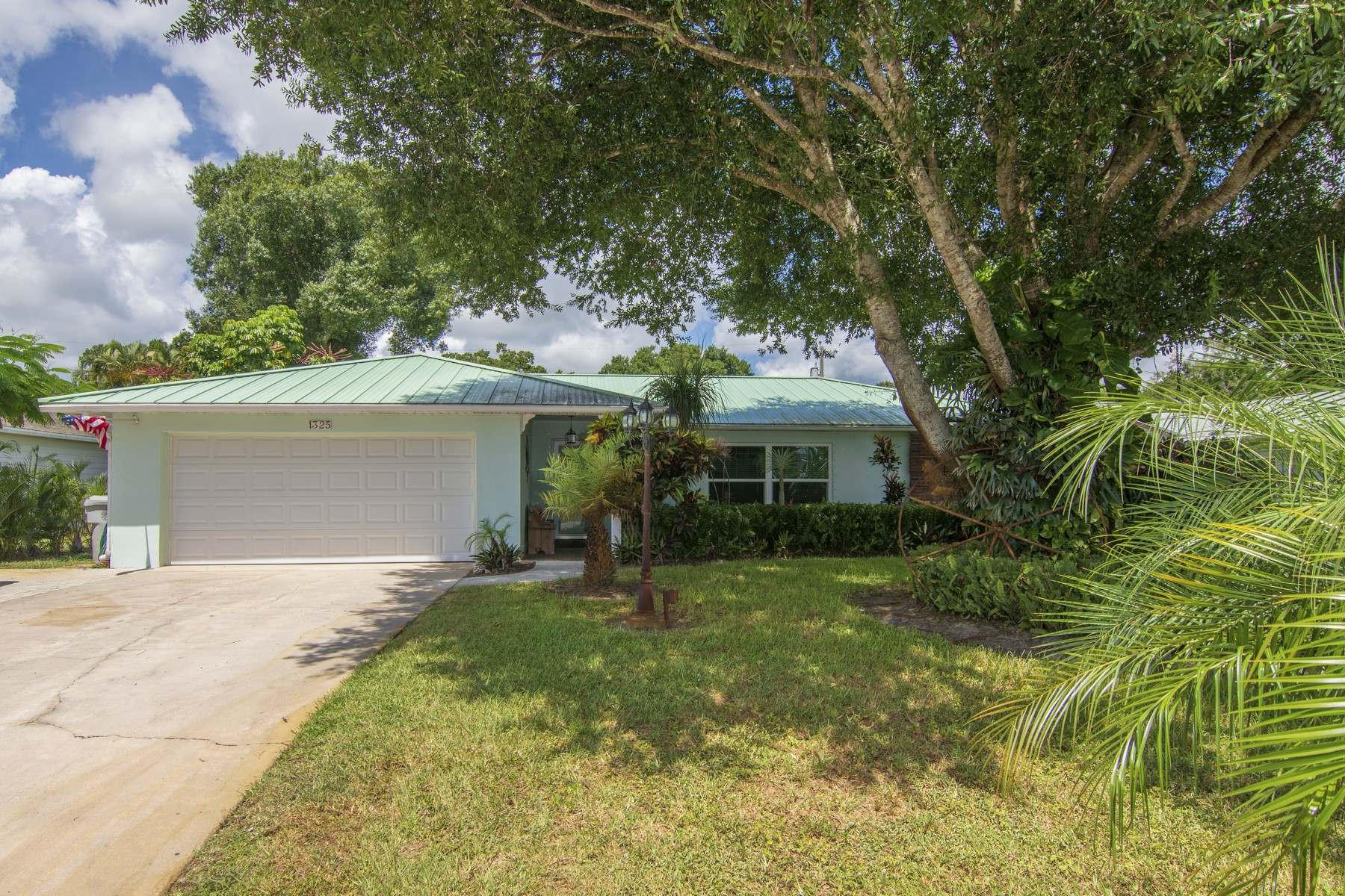 Single Family Homes for Sale at No HOA, Upgraded Pool Home In Vero 1325 42nd Avenue Vero Beach, Florida 32960 United States