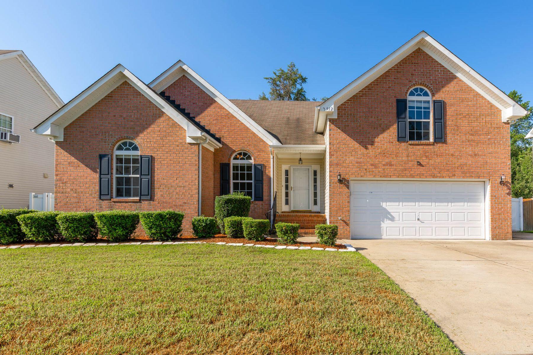 Single Family Homes pour l Vente à Rivers Edge 3912 Quailshire Lane, Chesapeake, Virginia 23321 États-Unis