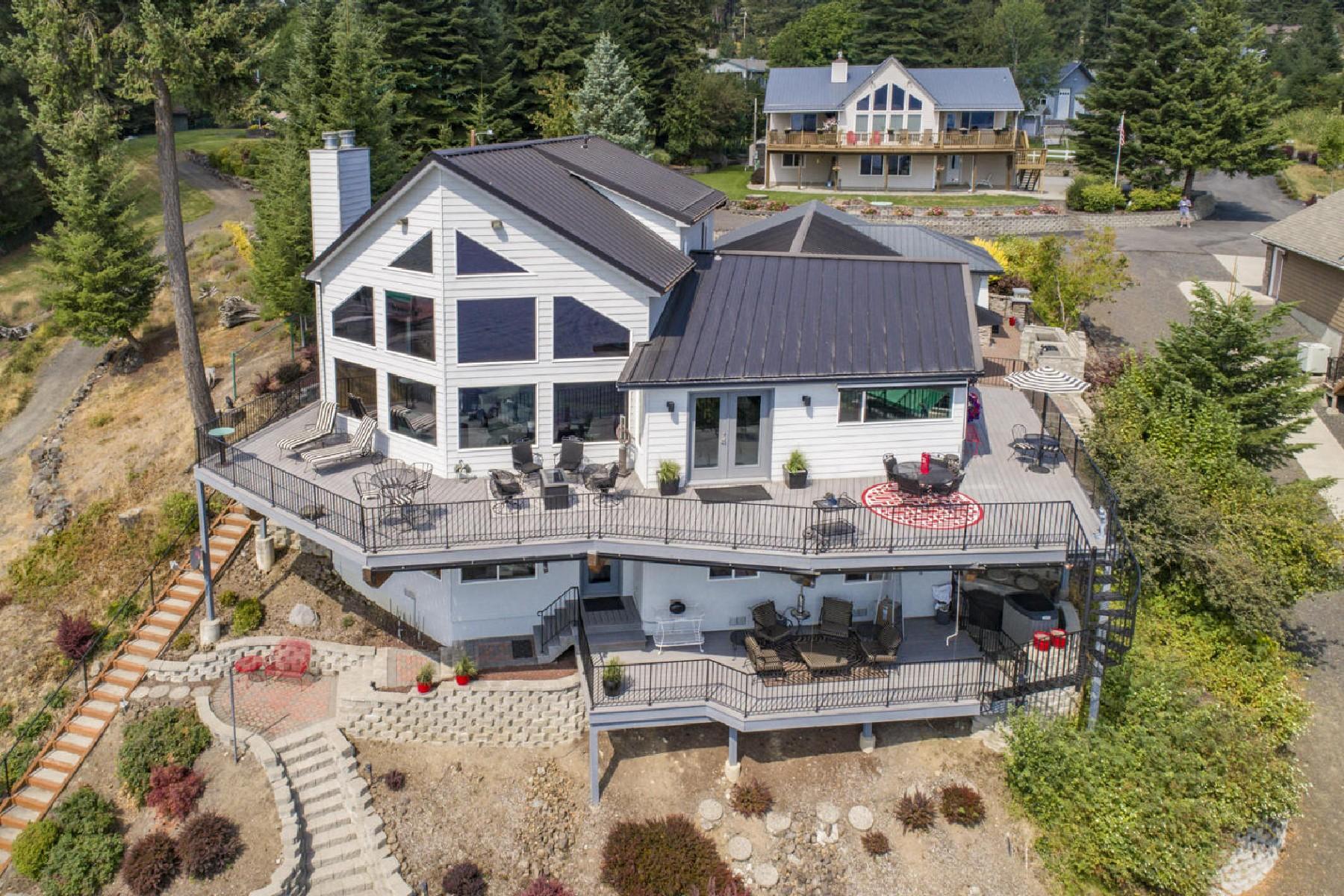 Casa para uma família para Venda às ROCKFORD BAY AT ITS FINEST! 18094 South Kalispel Court, Coeur D Alene, Idaho, 83814 Estados Unidos