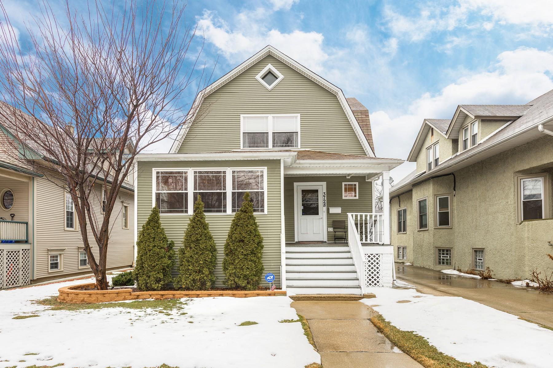 Частный односемейный дом для того Продажа на Renovated Dutch Colonial 3728 N Lawndale Avenue, Irving Park, Chicago, Иллинойс, 60618 Соединенные Штаты