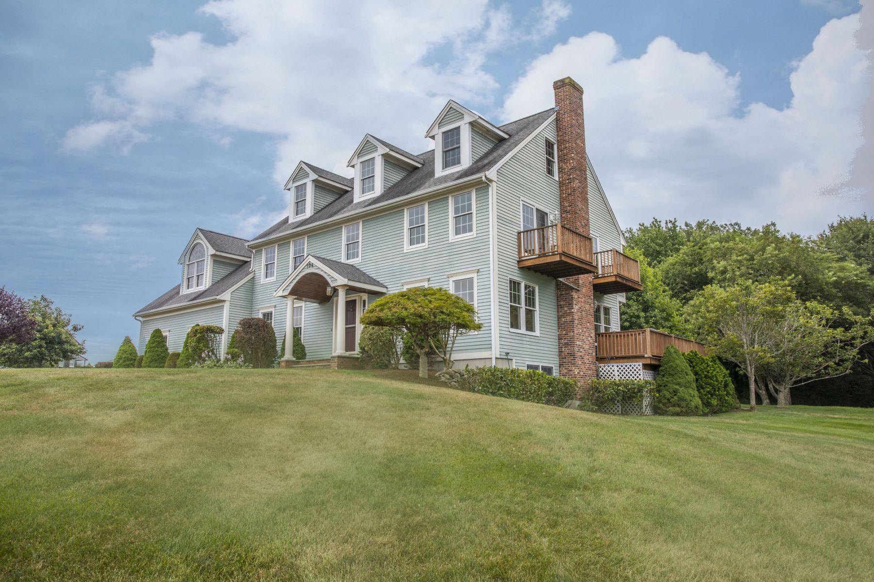 Casa Unifamiliar por un Venta en Executive Colonial 104 Cromwell Drive Portsmouth, Rhode Island 02871 Estados Unidos