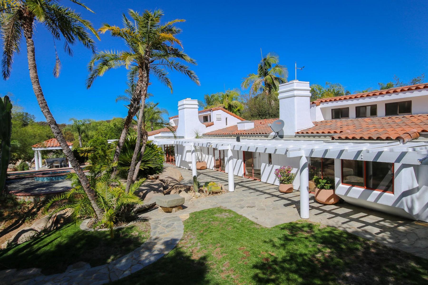 Casa Unifamiliar por un Venta en 38474 Rainbow Peaks Road Fallbrook, California 92028 Estados Unidos