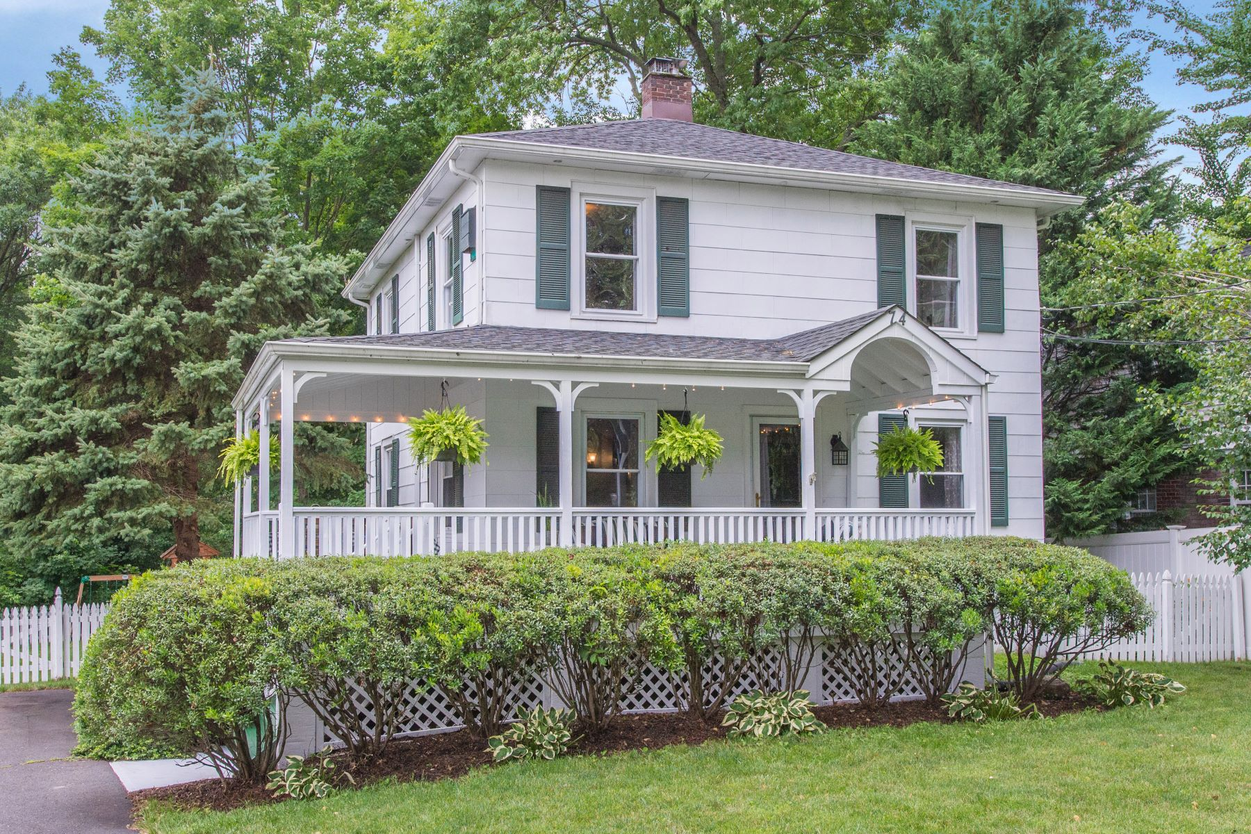 Single Family Homes vì Bán tại Sweet Colonial Farmhouse 74 Dicksons Mill Road, Harding Township, New Jersey 07976 Hoa Kỳ