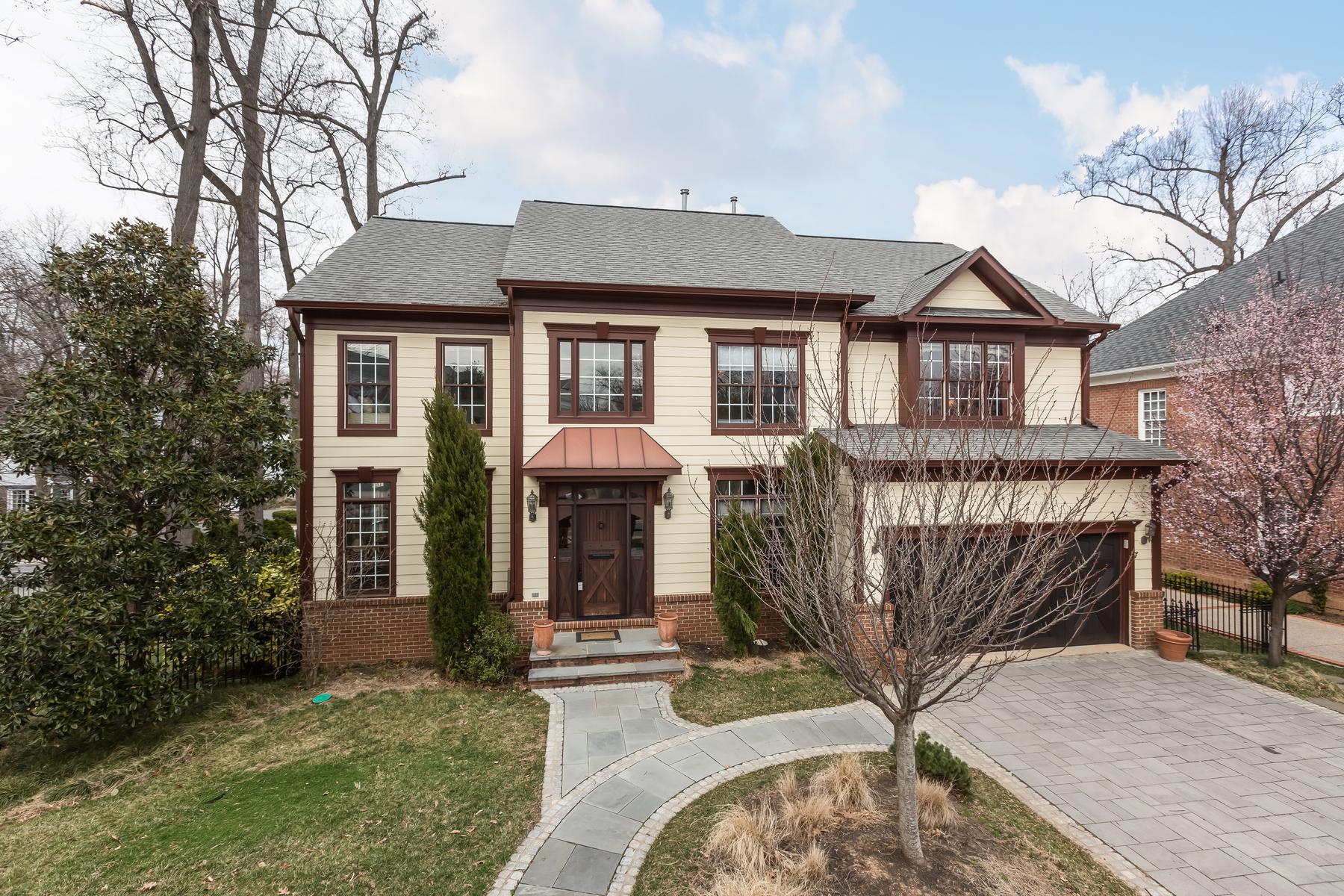 Maison unifamiliale pour l Vente à Lee Heights 3917 Lorcom Ln Arlington, Virginia, 22207 États-Unis