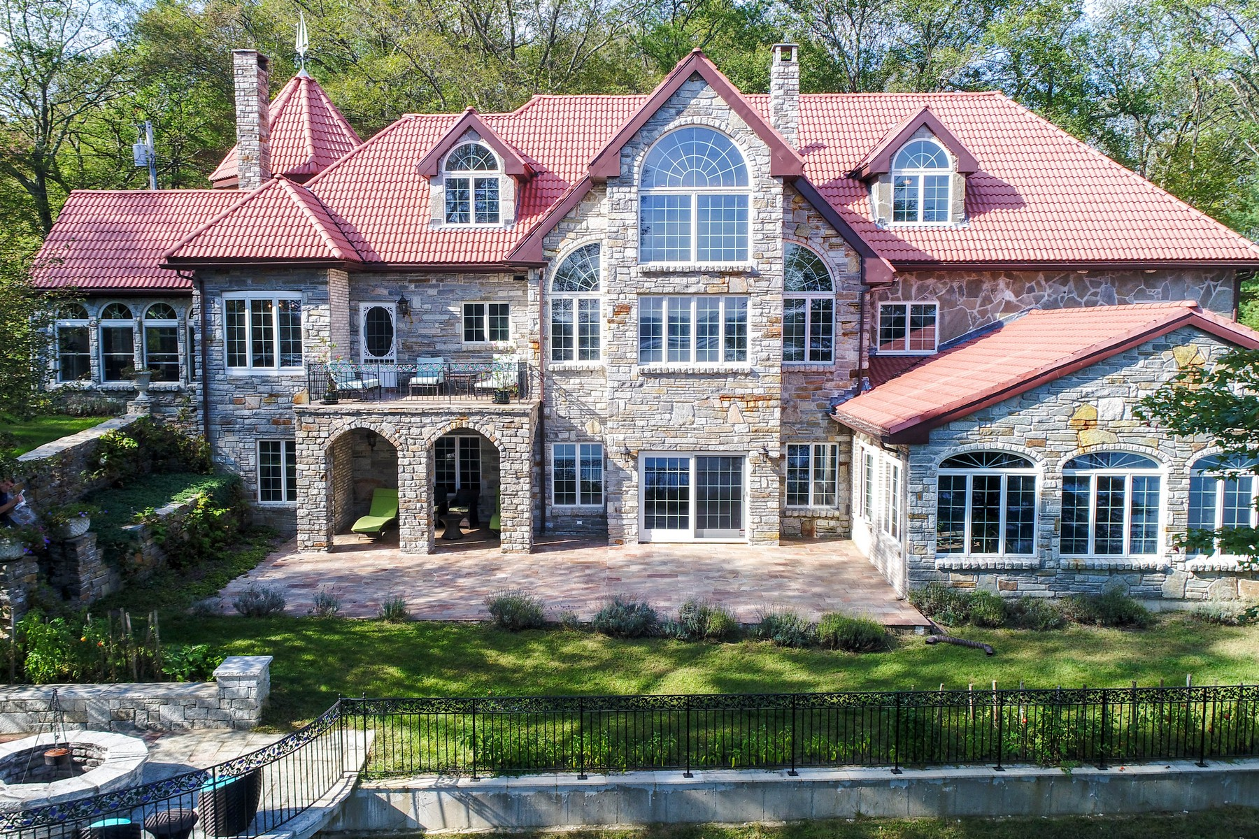 Single Family Homes 용 매매 에 Exquisitely Built Period Home 19 Hill Brook Drive, West Brookfield, 매사추세츠 01585 미국