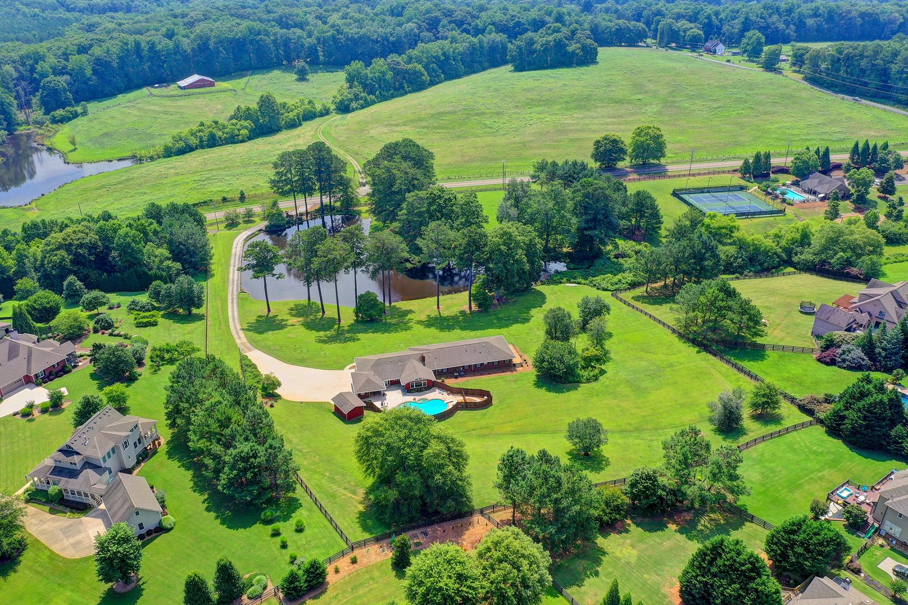 Single Family Homes per Vendita alle ore Gated Estate Property in Canton with Spring Fed Lake 4325 Sugar Pike Road, Canton, Georgia 30115 Stati Uniti