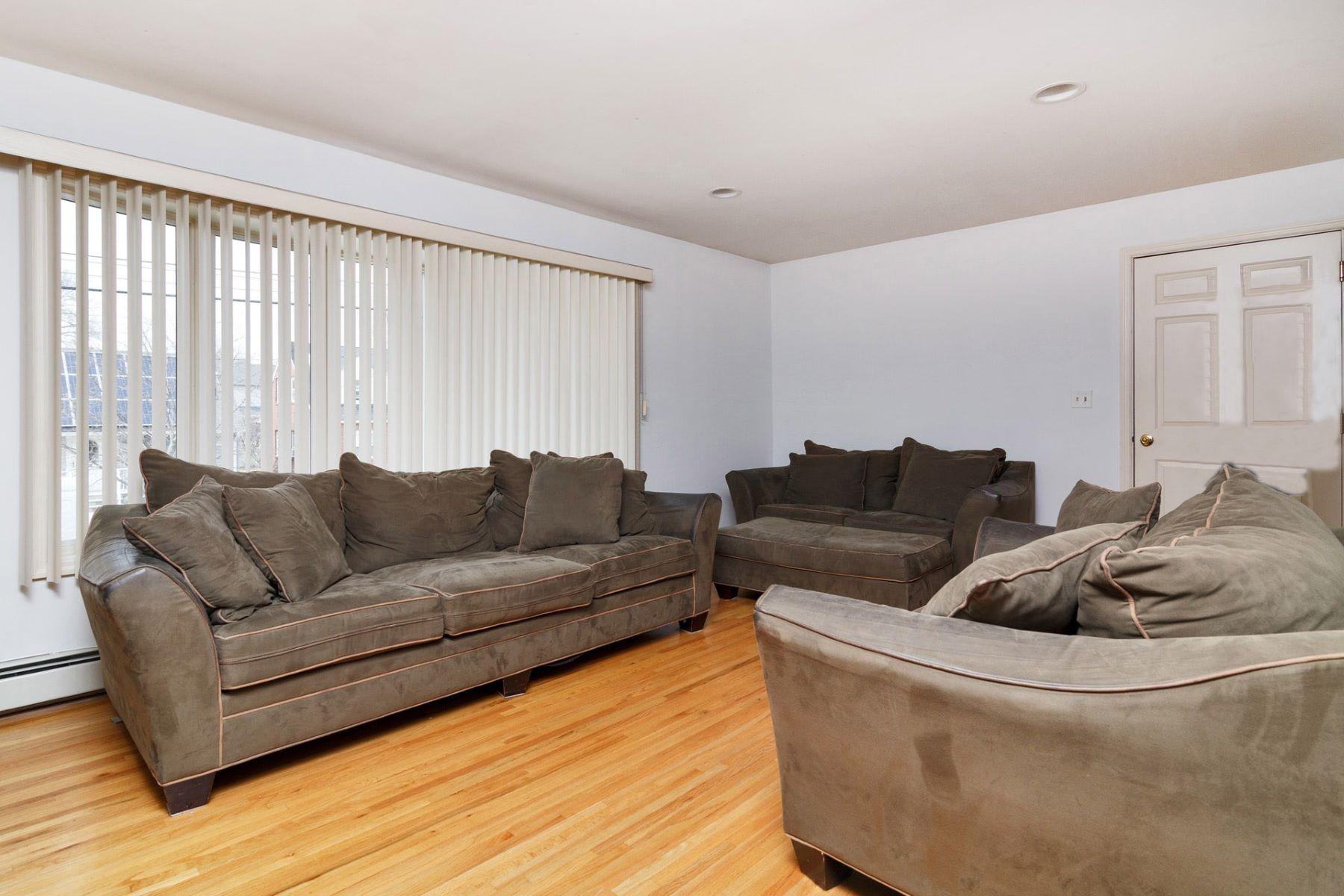 多户住宅 为 销售 在 Absolutely Amazing! 54 Devon St, North Arlington, 新泽西州 07031 美国
