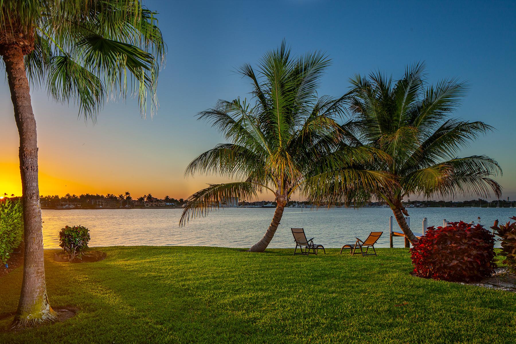 Single Family Homes por un Venta en ROYAL HARBOR 1630 Dolphin Court Nápoles, Florida 34102 Estados Unidos