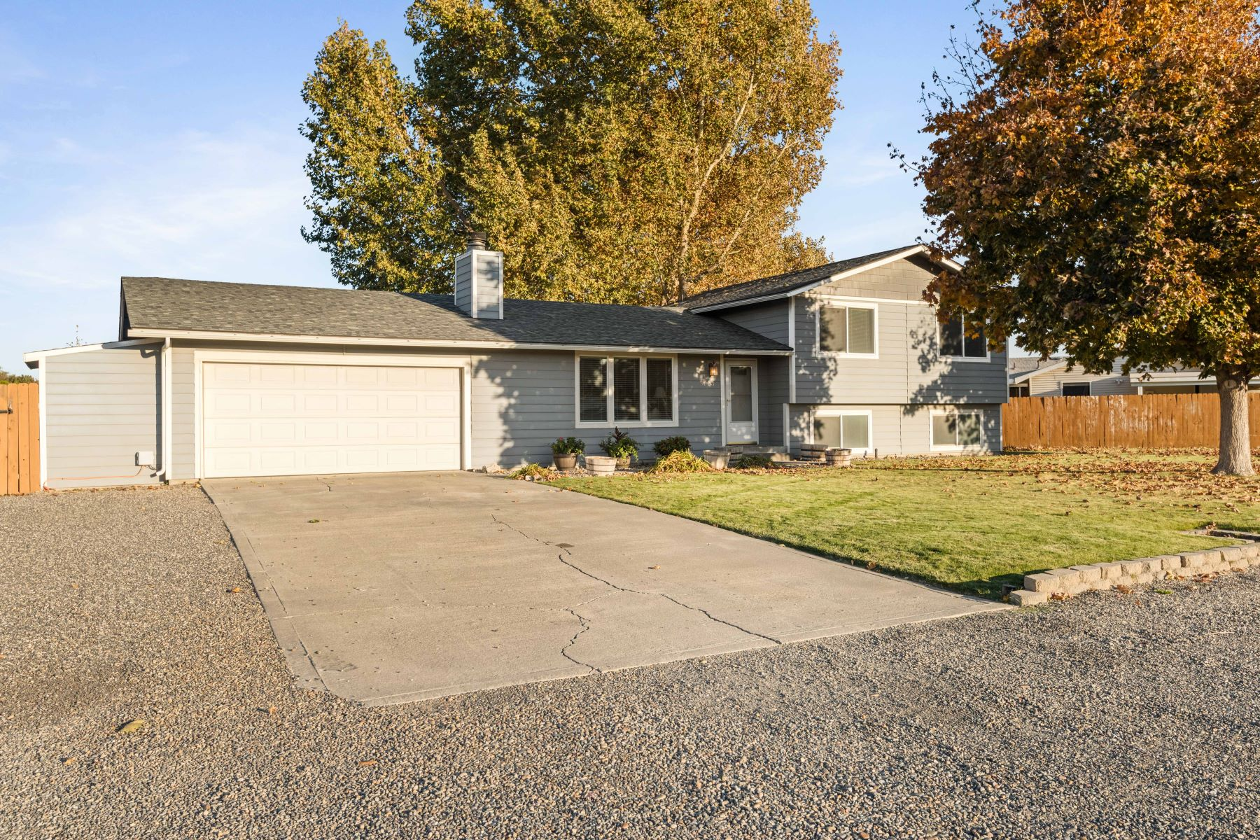 Single Family Homes for Sale at Location! Location! Location! 5003 Fruitland Street Kennewick, Washington 99337 United States