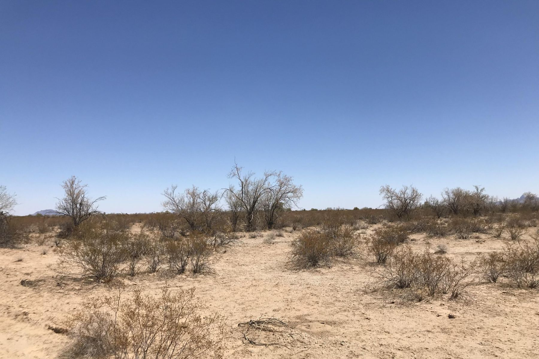 Land for Active at Vacant Salome Lot 79970 E 57th St Salome, Arizona 85348 United States