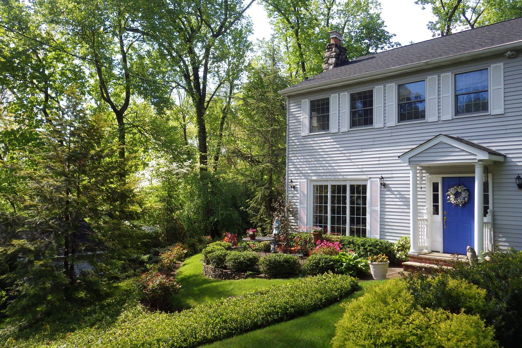 Maison unifamiliale pour l à vendre à Picture Perfect 14 Parker Pl., Upper Saddle River, New Jersey, 07458 États-Unis