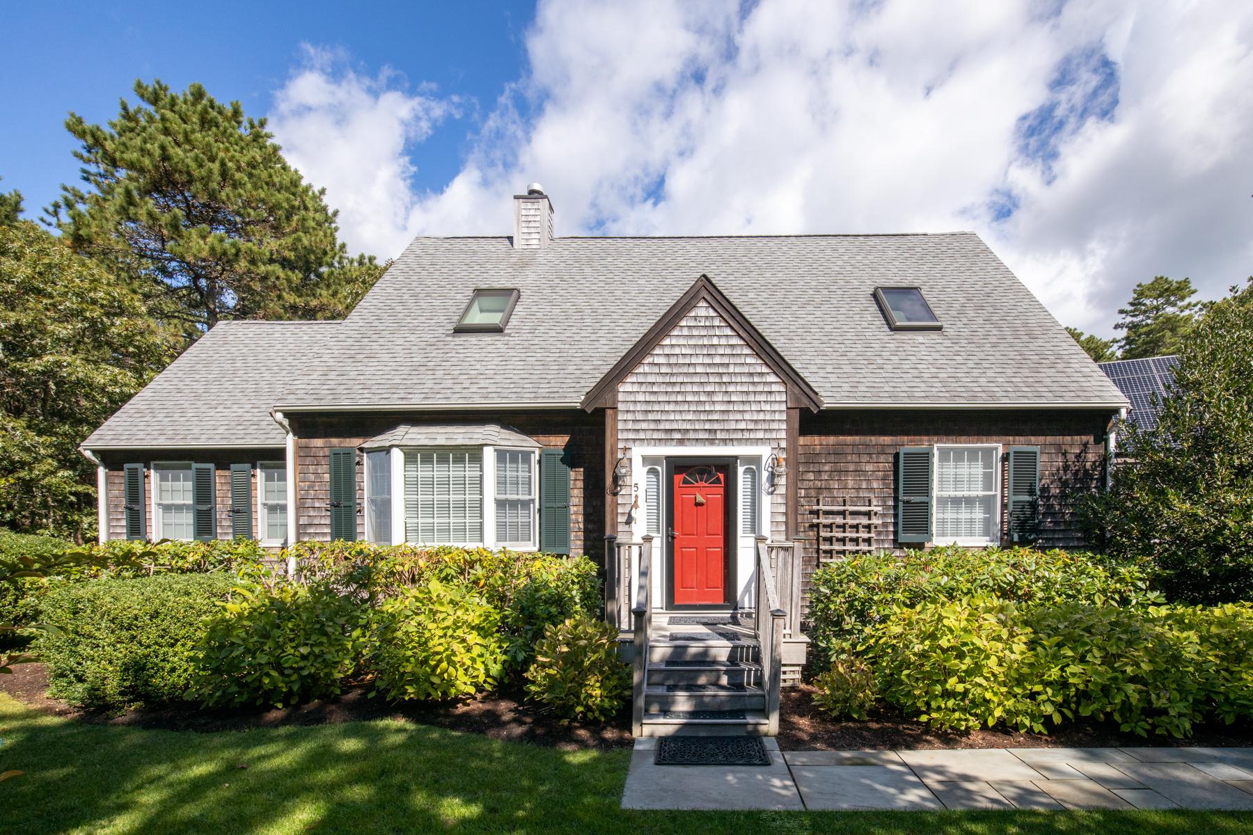 Single Family Homes por un Venta en Delightful Meadow View Farms Home 5 Upper Meadow Lane Oak Bluffs, Massachusetts 02557 Estados Unidos