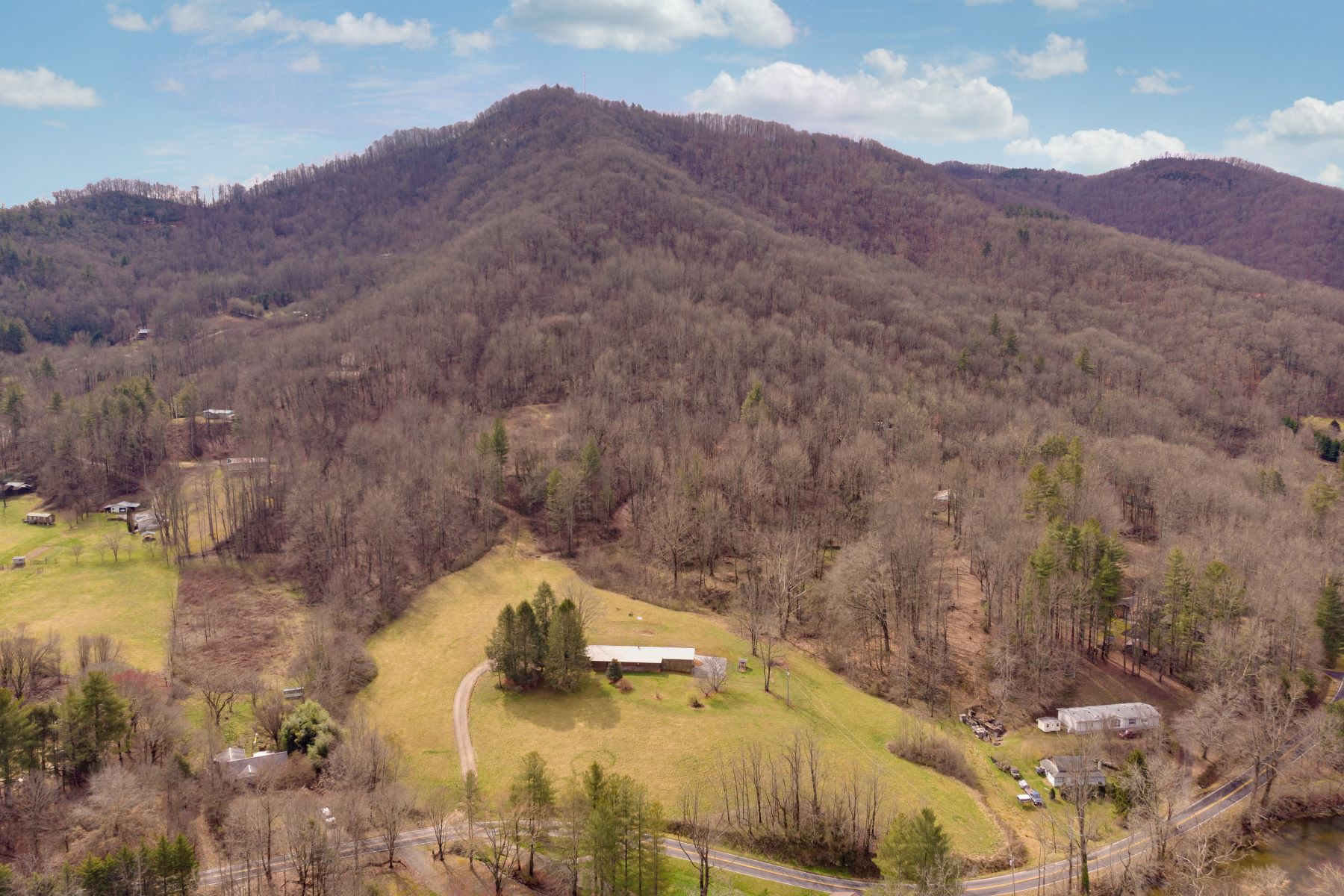 Single Family Homes for Active at 2871 River Road Franklin, North Carolina 28734 United States