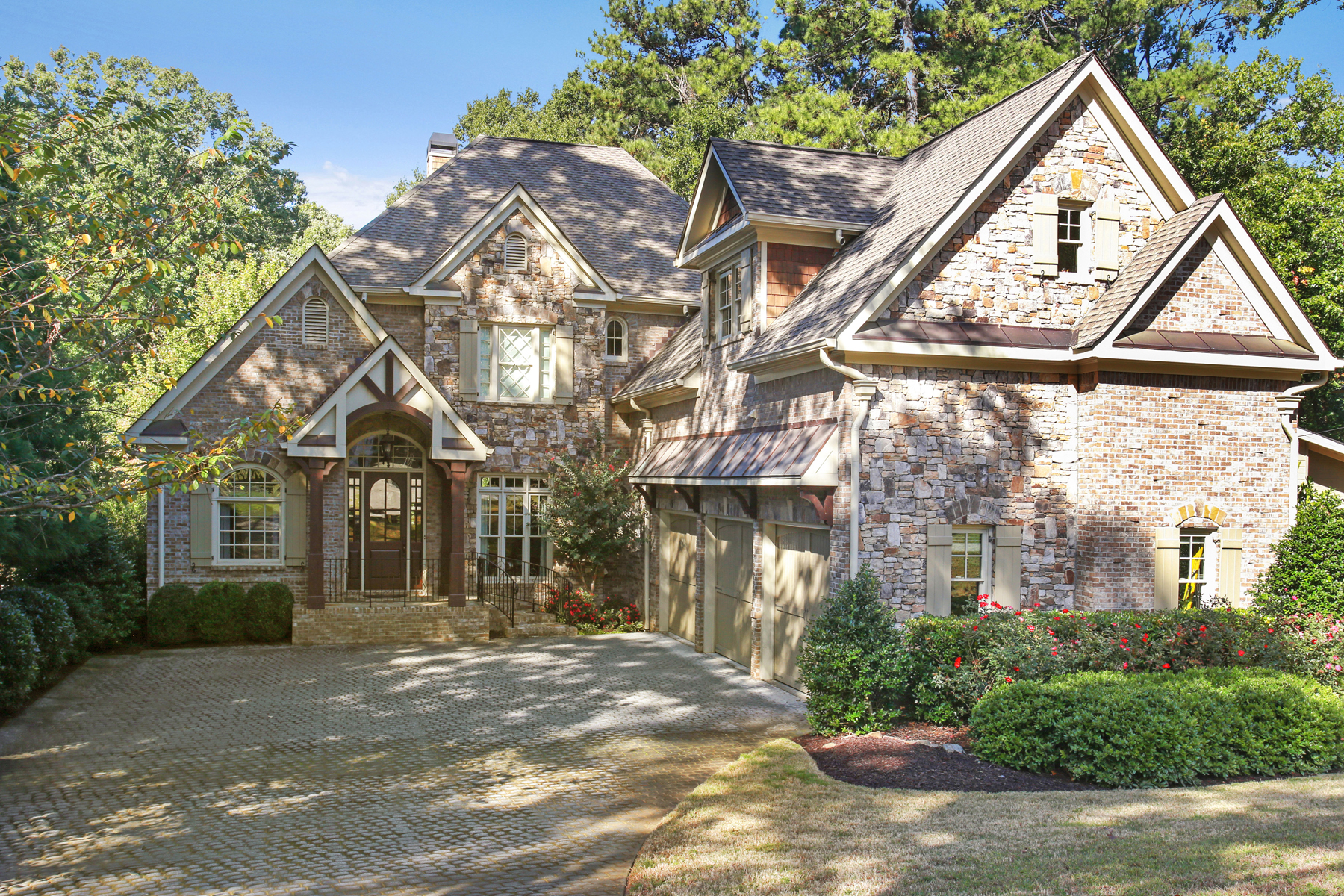Maison unifamiliale pour l Vente à Sought After Chastain Park 4692 E Conway Drive NW, Chastain Park, Atlanta, Georgia, 30327 États-Unis