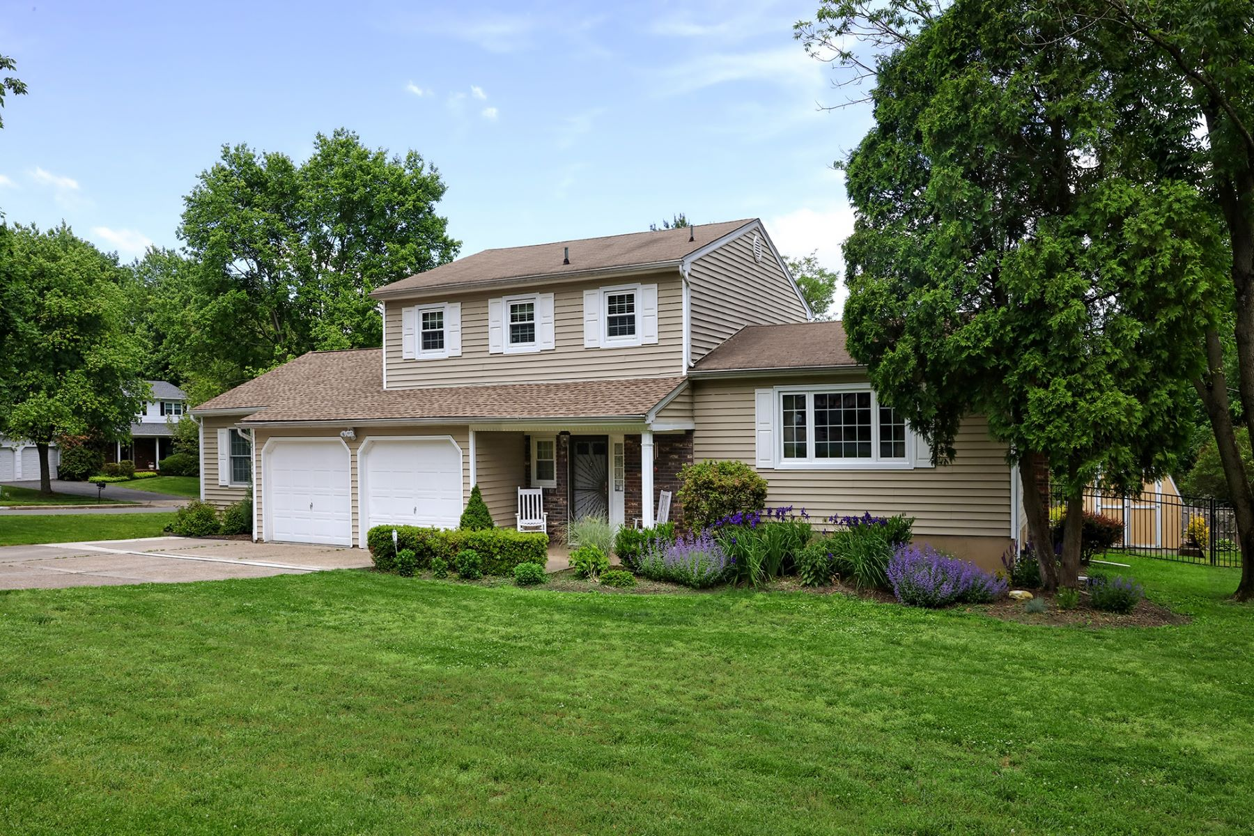 Single Family Homes por un Venta en Prepare To Be Impressed 2 Randi Way Titusville, Nueva Jersey 08560 Estados Unidos