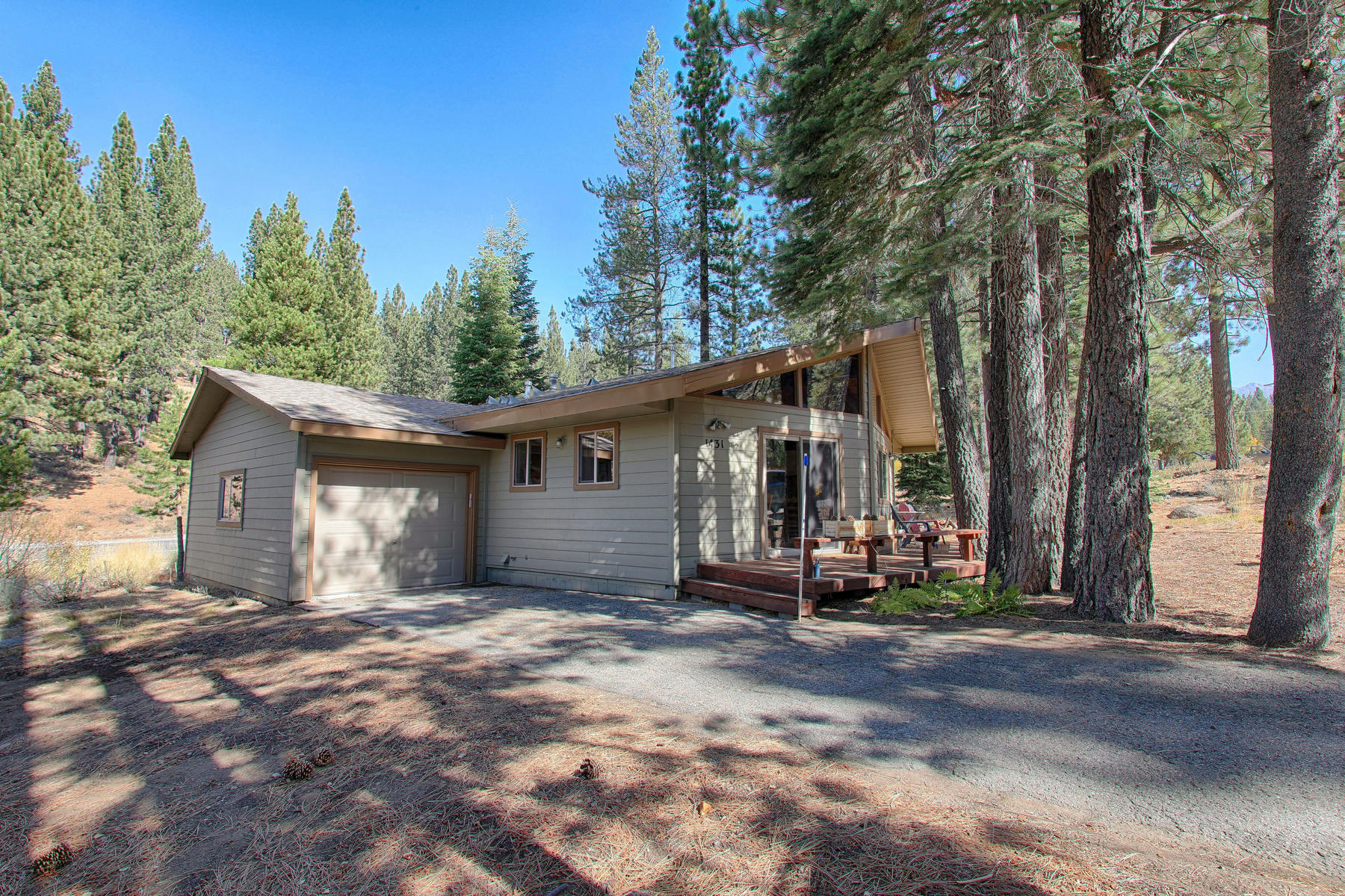 Single Family Homes por un Venta en 1431 Vanderhoof Rd,South Lake Tahoe, CA 96150 1431 Vanderhoof Road South Lake Tahoe, California 96150 Estados Unidos
