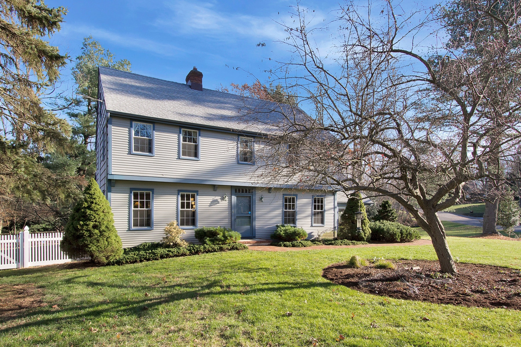واحد منزل الأسرة للـ Sale في Traditional Colonial 13 Dana Lane, Colts Neck, New Jersey, 07722 United States
