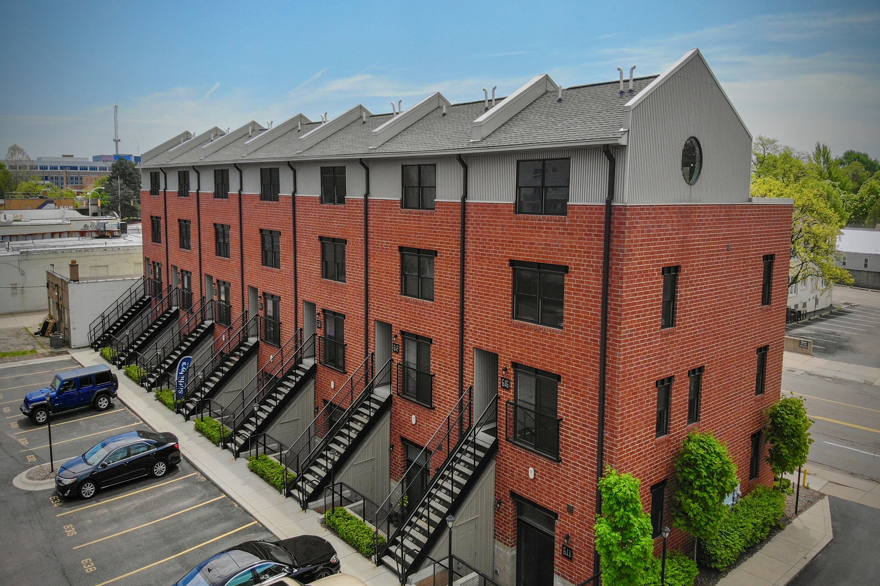 Condominiums 为 销售 在 Royal Oak 634 W Eleven Mile Road Unit 21 罗雅尔奥克, 密歇根州 48067 美国