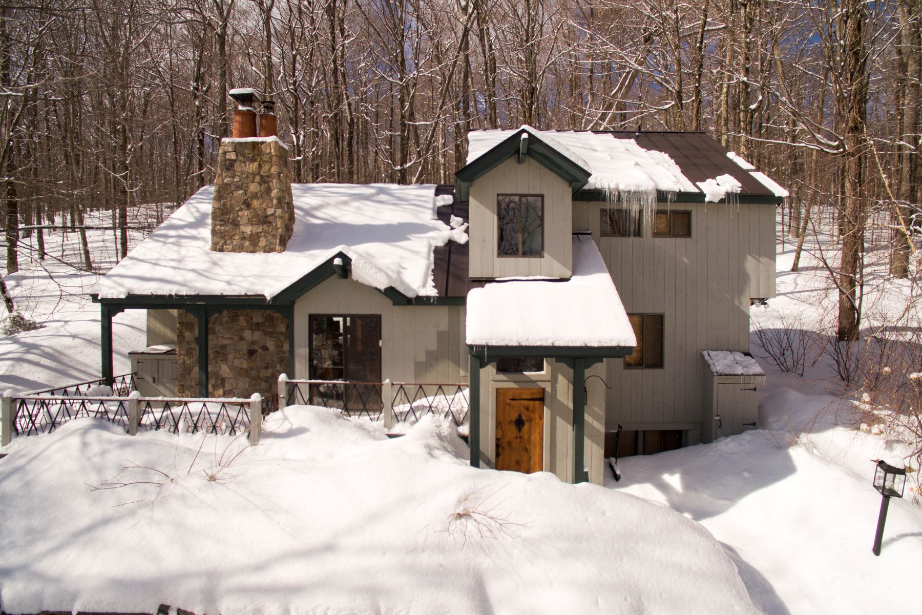 Single Family Home for Sale at 13 Roundtree Road, Winhall 13 Roundtree Rd Winhall, Vermont 05340 United States