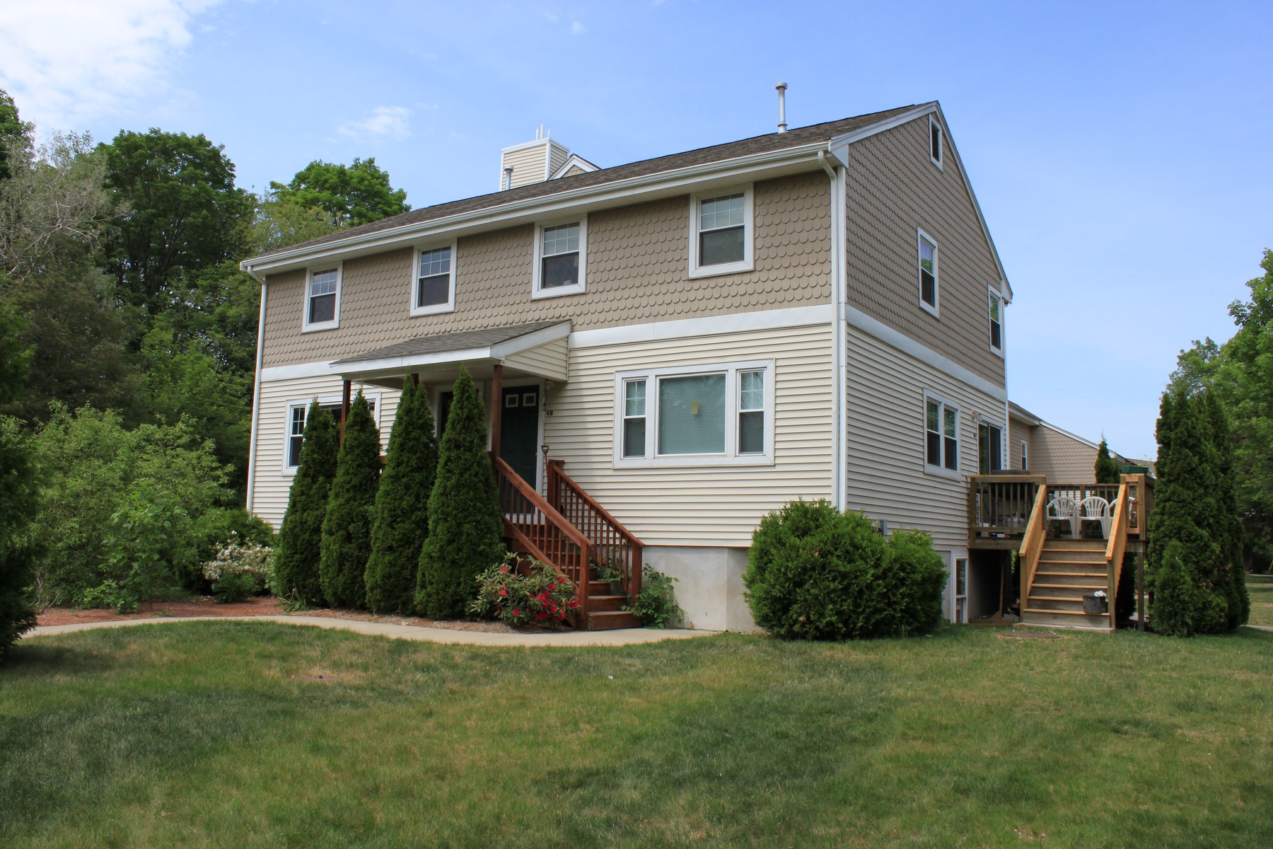 Casa unifamiliar adosada (Townhouse) por un Alquiler en End Unit Townhouse In A Nice Neighborhood 4A Mayberry Drive Westborough, Massachusetts 01581 Estados Unidos