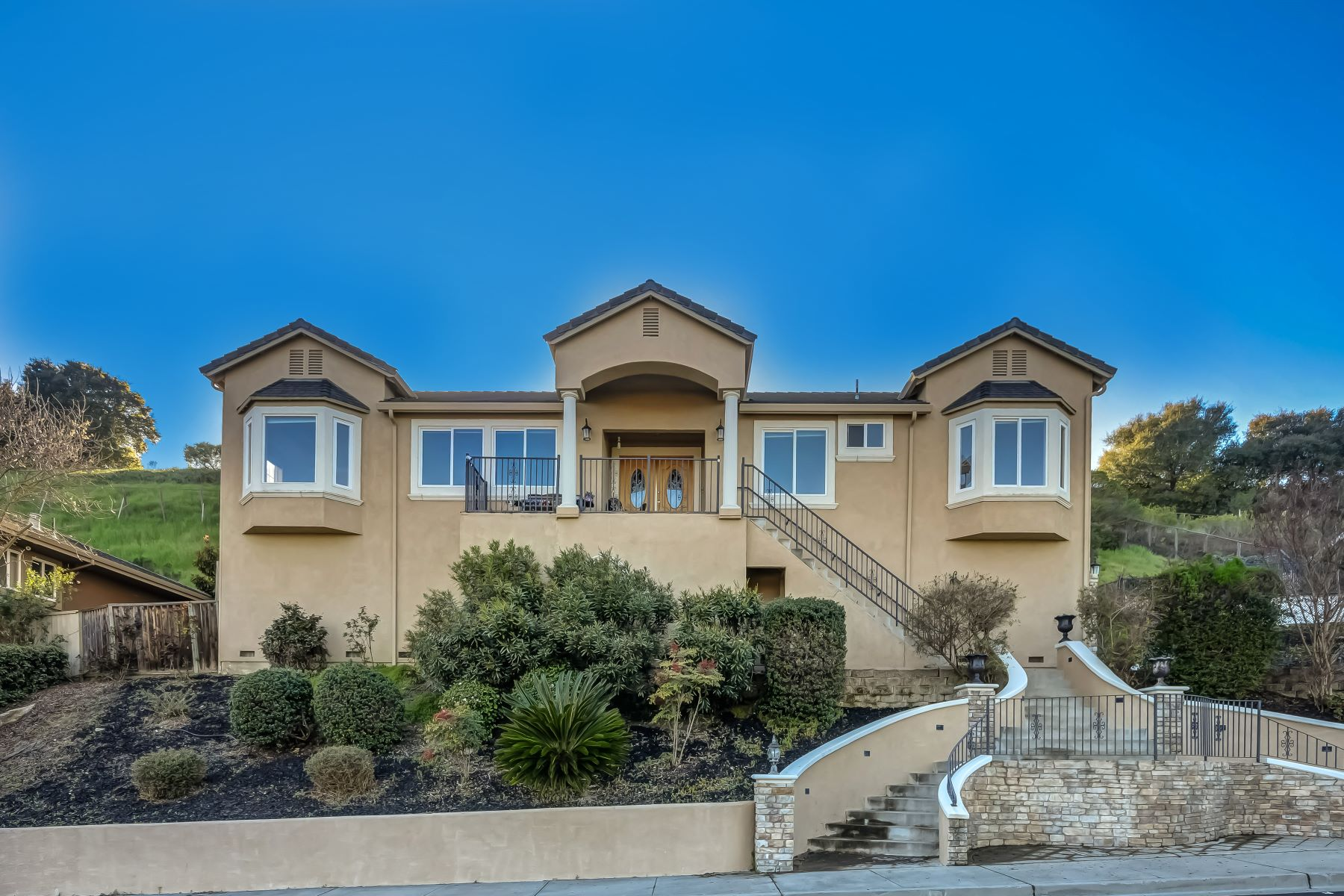 Single Family Home for Sale at 7940 Creekside Dr. 7940 Creekside Drive Dublin, California 94568 United States