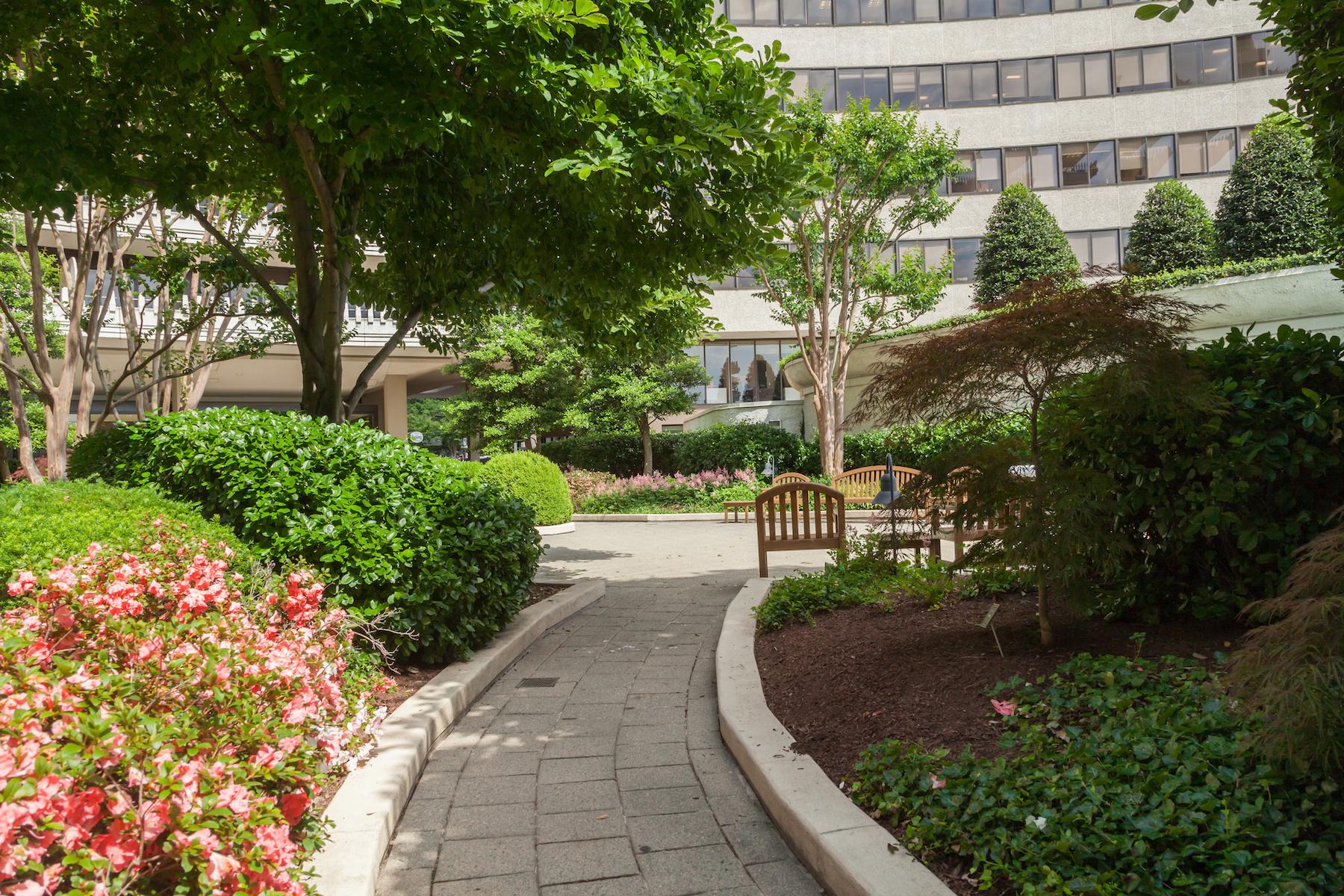 Nhà chung cư vì Bán tại Foggy Bottom/ Kennedy Center 2700 NW Virginia Avenue Nw 708 Washington, District Of Columbia, 20037 Hoa Kỳ
