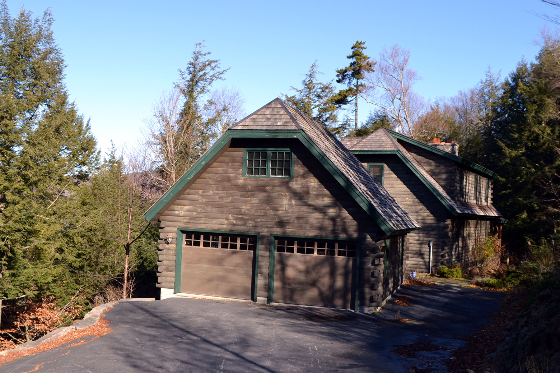 Additional photo for property listing at 'Great Camp' Style Home on Blue Mt. Lake 3235 State Rt 28 Blue Mountain Lake, Nueva York 12812 Estados Unidos