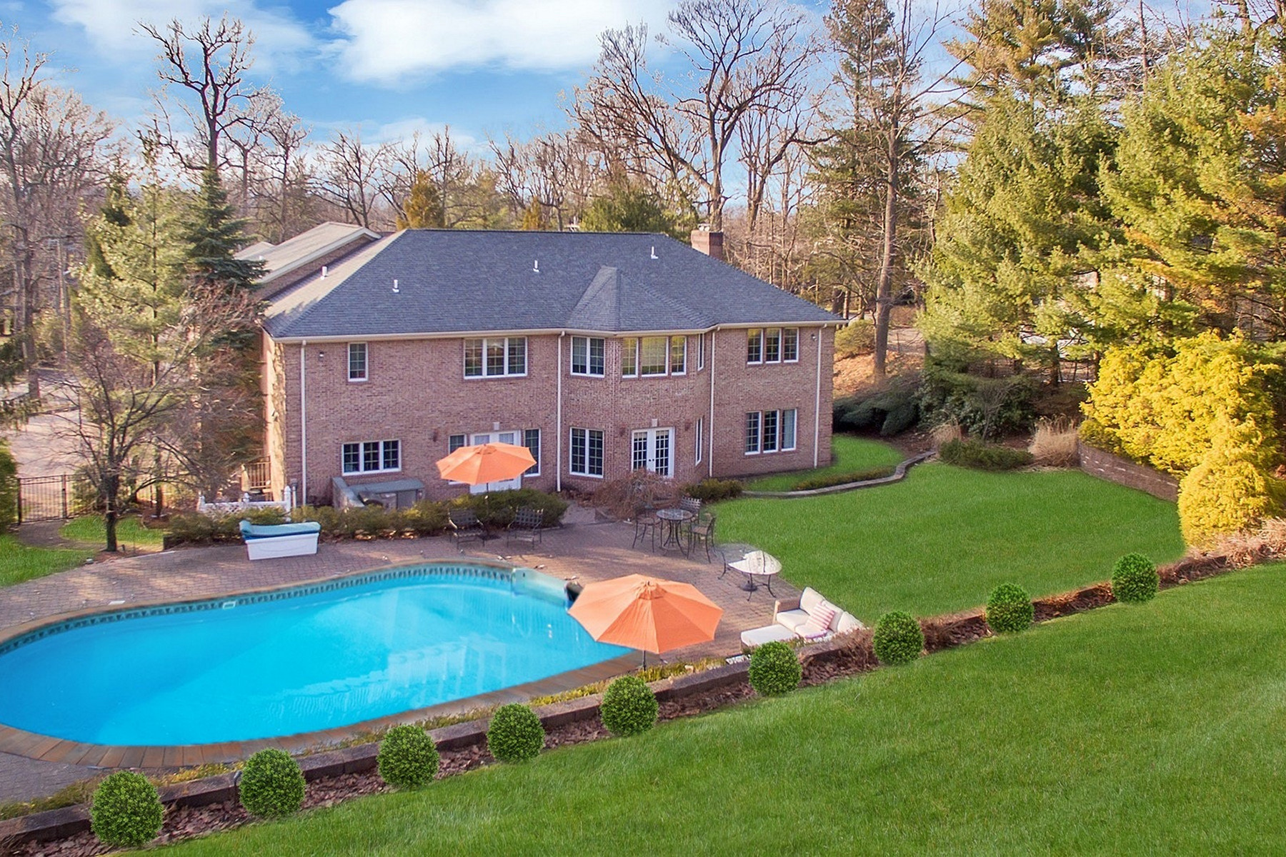 Single Family Homes for Active at Elegant Colonial 290 Devon Road Tenafly, New Jersey 07670 United States