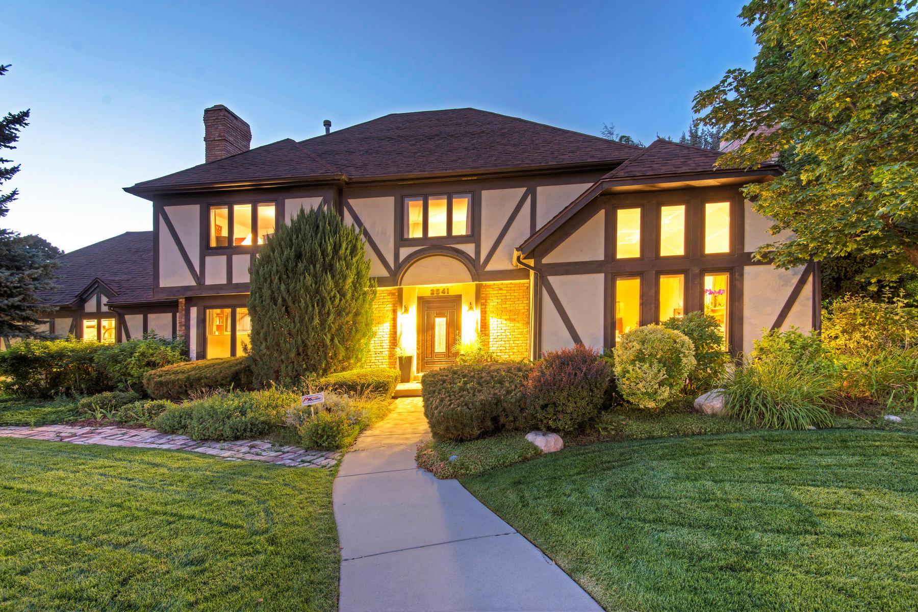 Частный односемейный дом для того Продажа на Beautiful Millcreek 2-story Tudor 2541 E Neffs Cir Salt Lake City, Юта, 84109 Соединенные Штаты