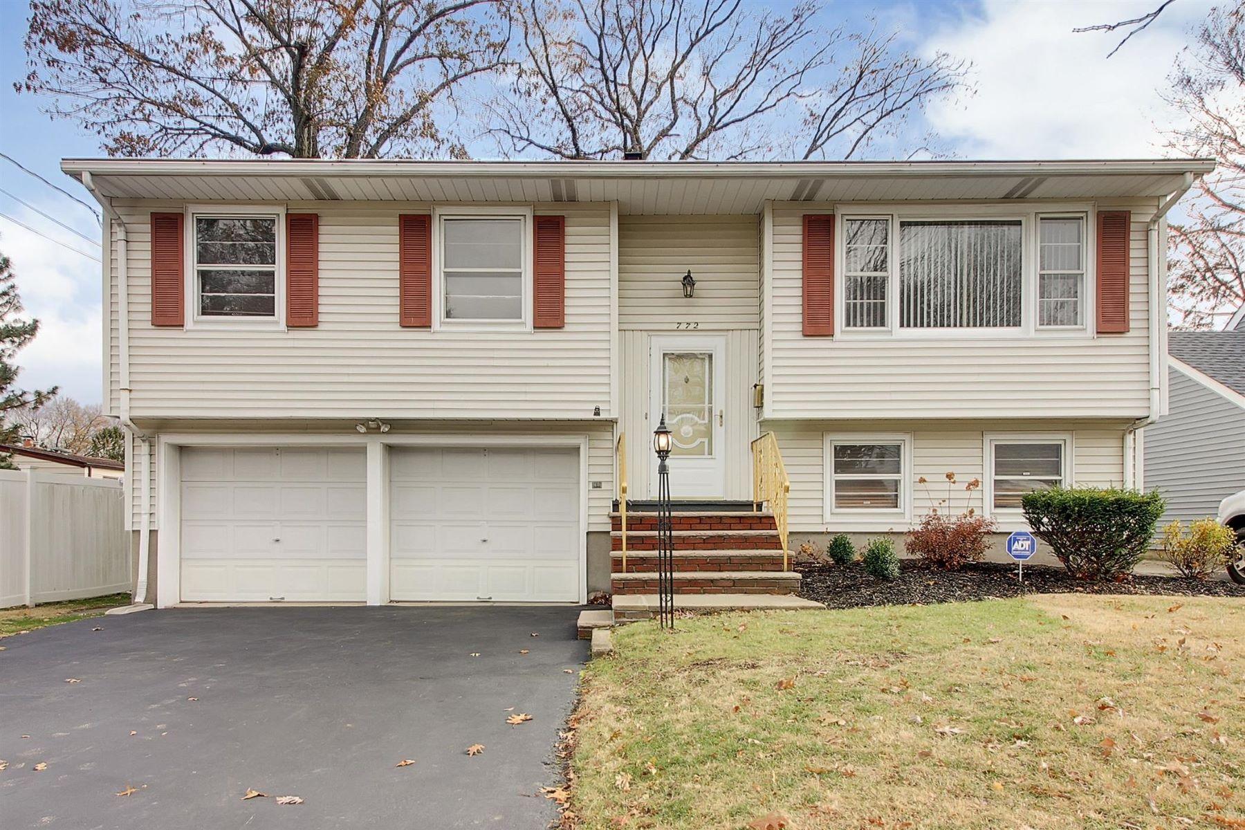 Maison unifamiliale pour l Vente à Open And Bright 772 Palmer Avenue, Maywood, New Jersey 07607 États-Unis