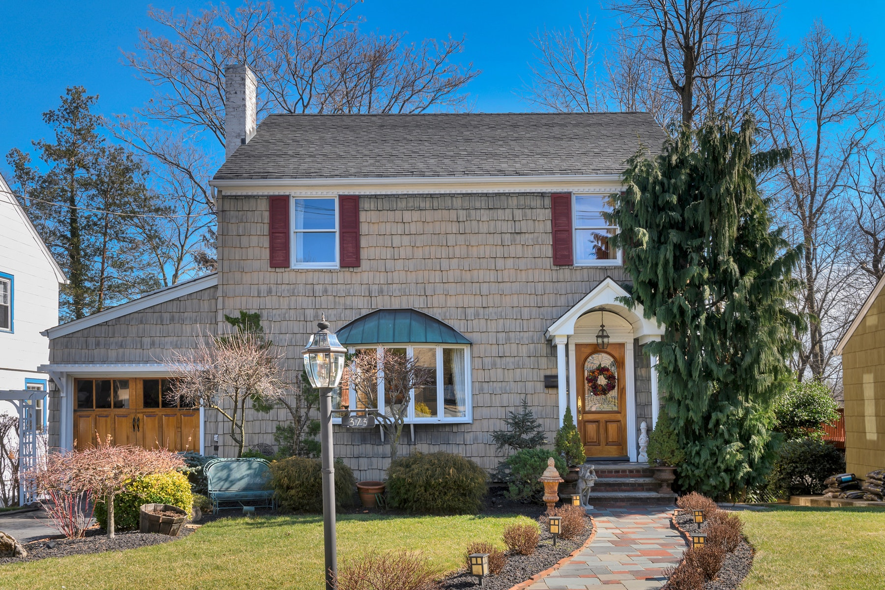 Single Family Homes per Vendita alle ore Meticulously Maintained Colonial 373 Essex Avenue, Bloomfield, New Jersey 07003 Stati Uniti
