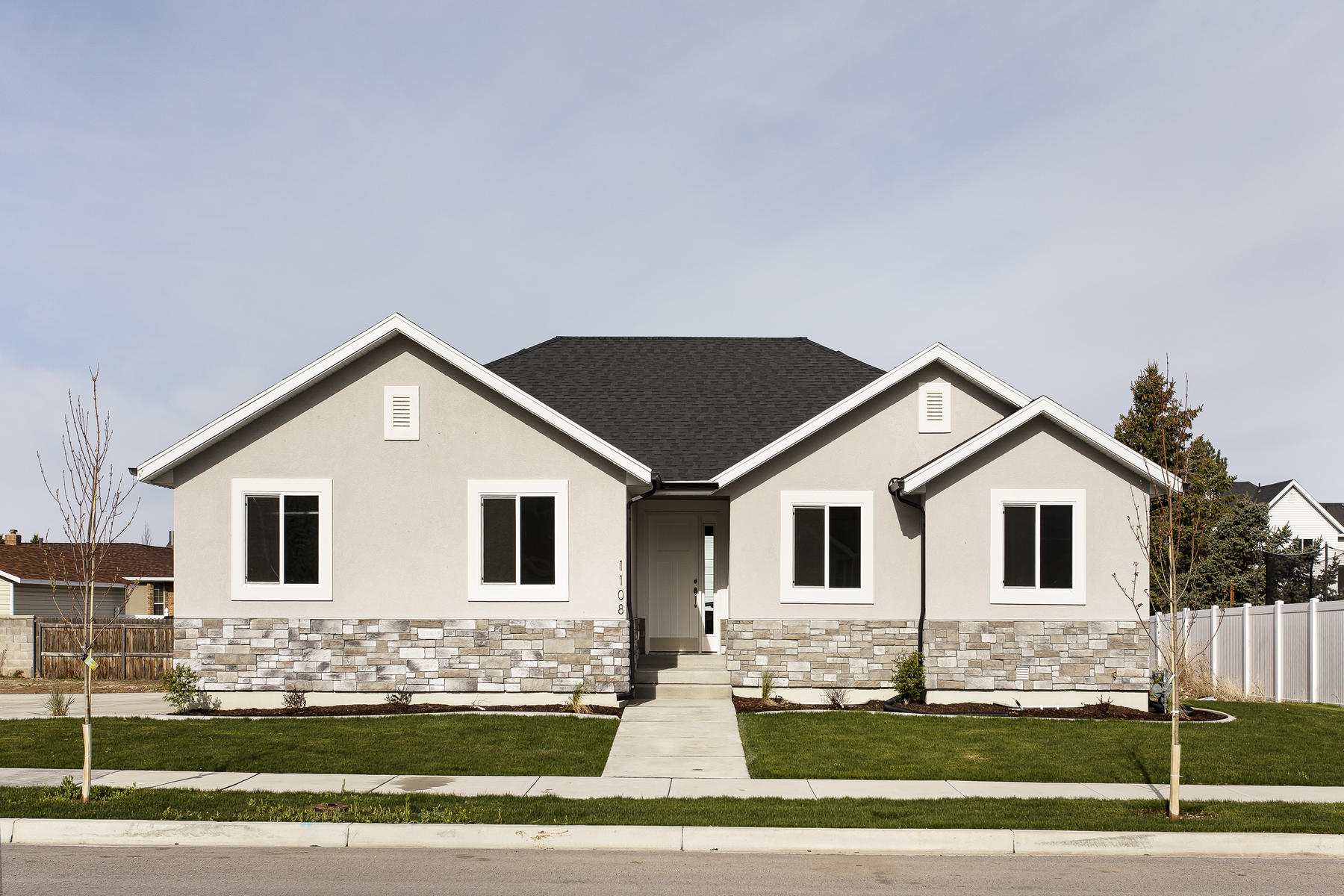 Single Family Homes per Vendita alle ore Just finished in Spanish Fork 1108 South 2300 East, Spanish Fork, Utah 84660 Stati Uniti
