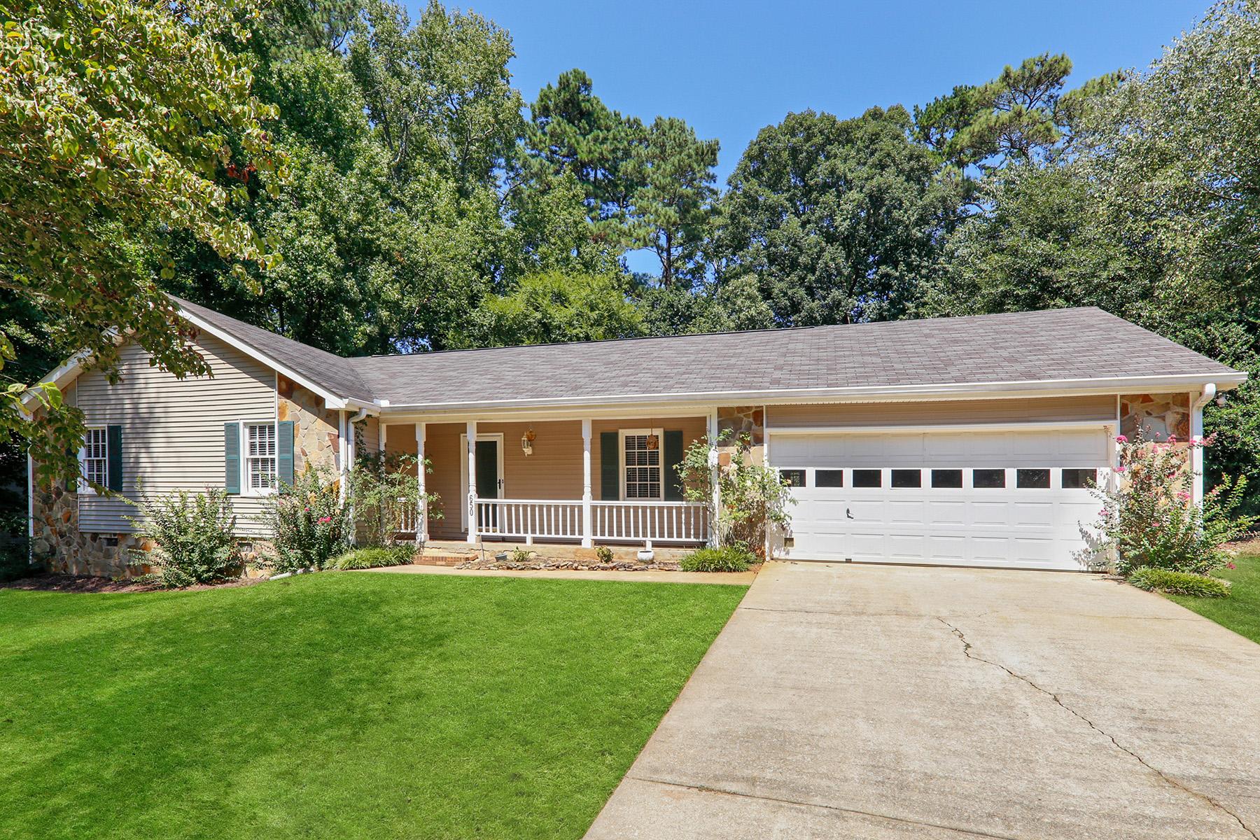 Single Family Homes для того Продажа на Cozy Spring Forest Ranch 650 Spring Forest Dr, Lawrenceville, Джорджия 30043 Соединенные Штаты
