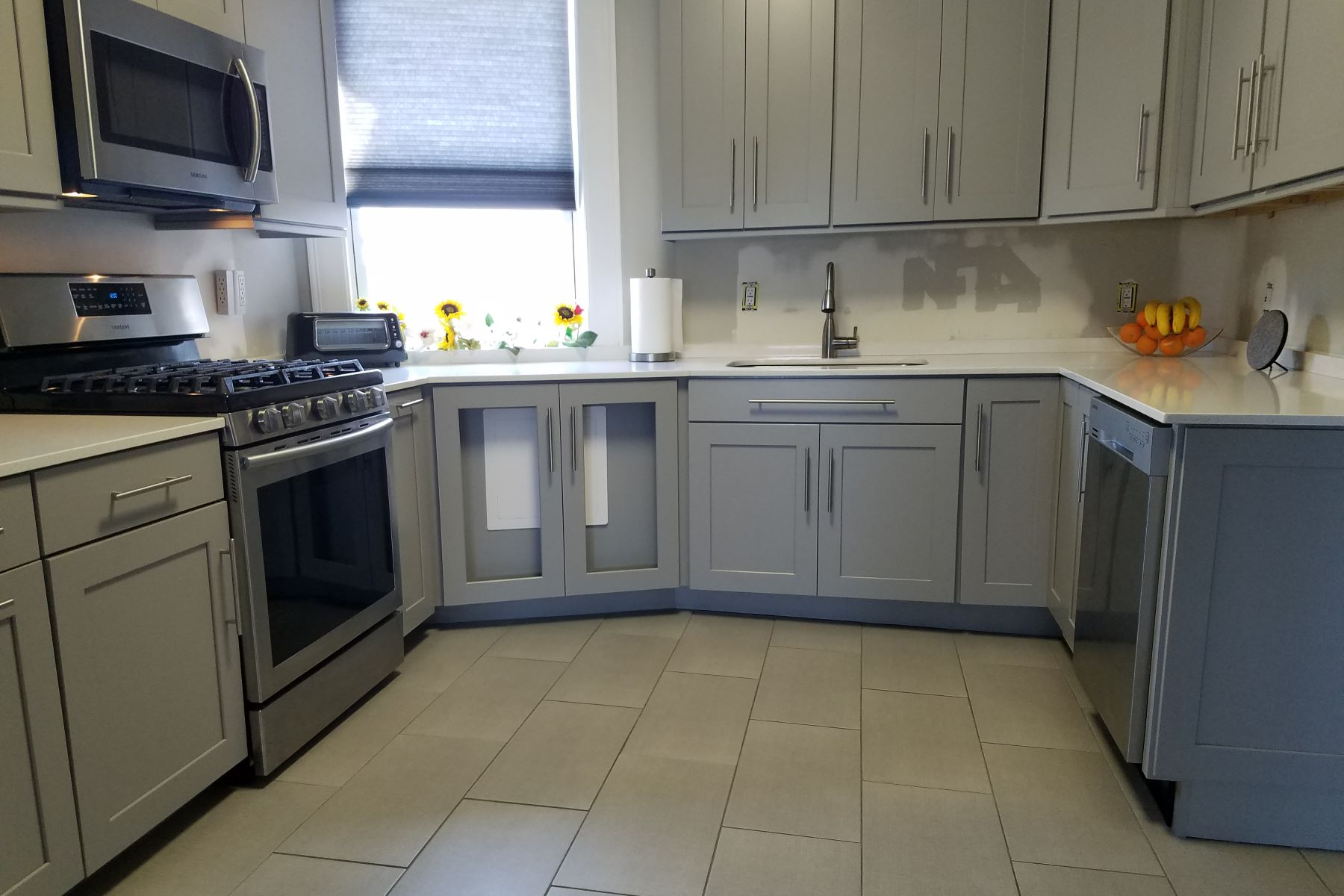 شقة بعمارة للـ Sale في Fantastic renovation on this spacious two bedroom 8508 Kennedy BLVD #D2 North Bergen, New Jersey, 07047 United States
