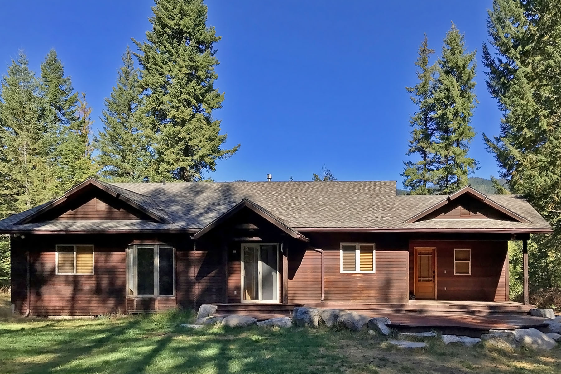 Single Family Home for Sale at Custom built home on Sweetwater Drive 379 Sweetwater Dr Sandpoint, Idaho 83864 United States