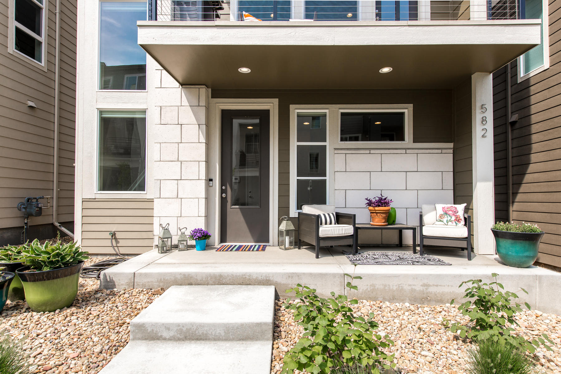 Single Family Home for Active at Beautifully appointed modern/contemporary 3 story in Littleton Village! 582 E Hinsdale Ave Littleton, Colorado 80122 United States