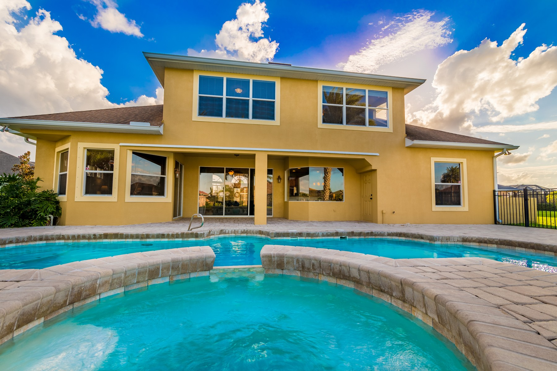 Additional photo for property listing at Gorgeous Waterfront Home in Ravencliffe 5303 Picardy Court Rockledge, Florida 32955 United States