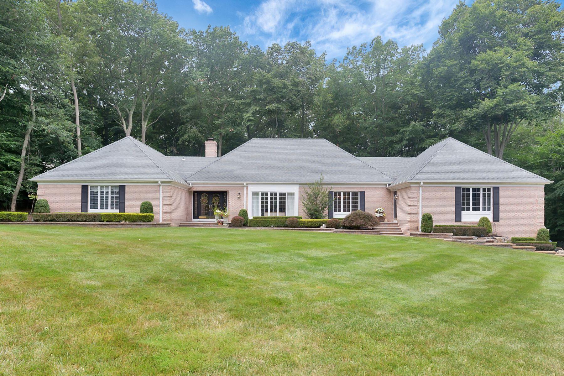 Casa para uma família para Venda às Gorgeous Stately Ranch 16 Deep Wood Lane Colts Neck, Nova Jersey, 07722 Estados Unidos