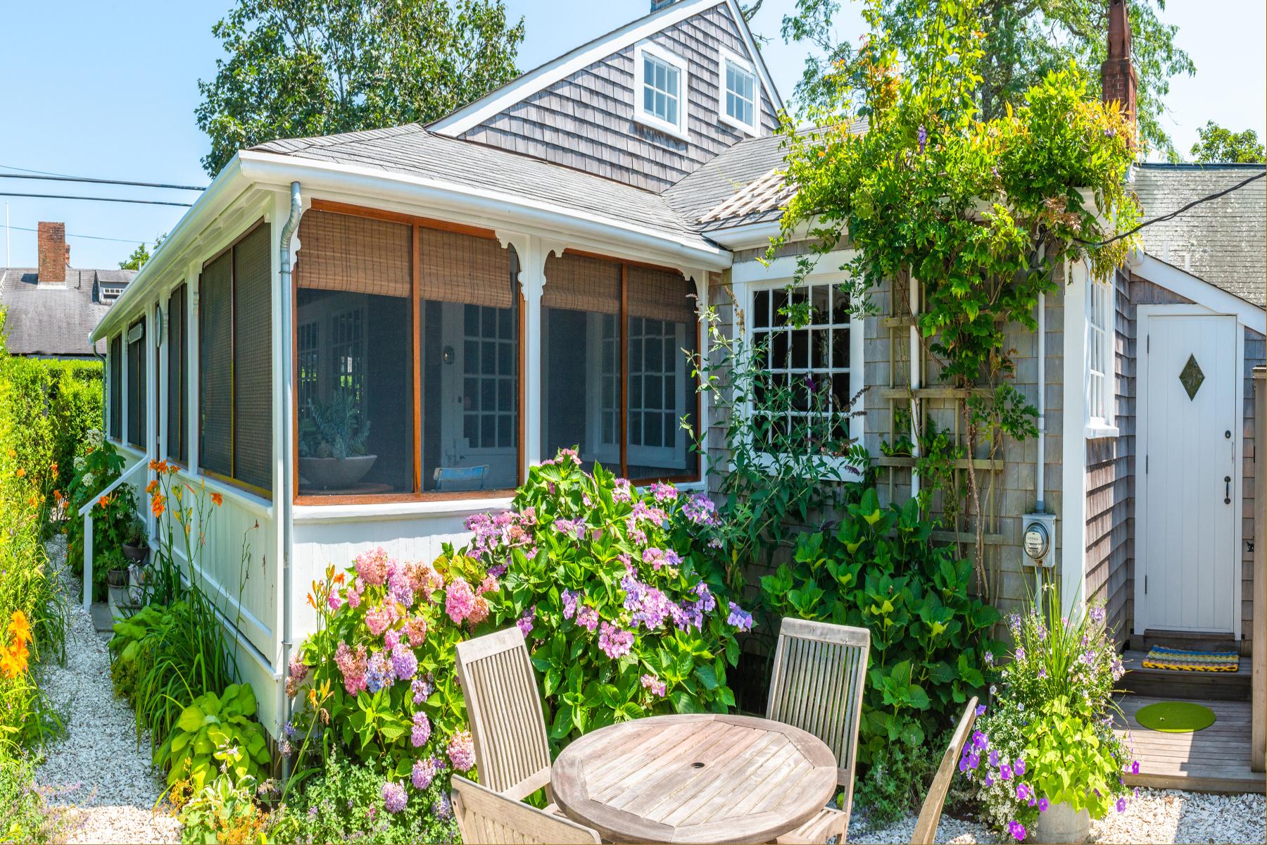 Single Family Homes για την Πώληση στο A Sophisticated Cottage in the Heart of Sconset 2 King Street, Siasconset, Μασαχουσετη 02564 Ηνωμένες Πολιτείες