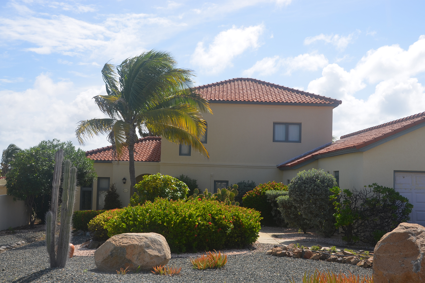 Single Family Home for Sale at MesaVista38 Caya Mesa Bista 38 Malmok, Aruba 21000 Aruba