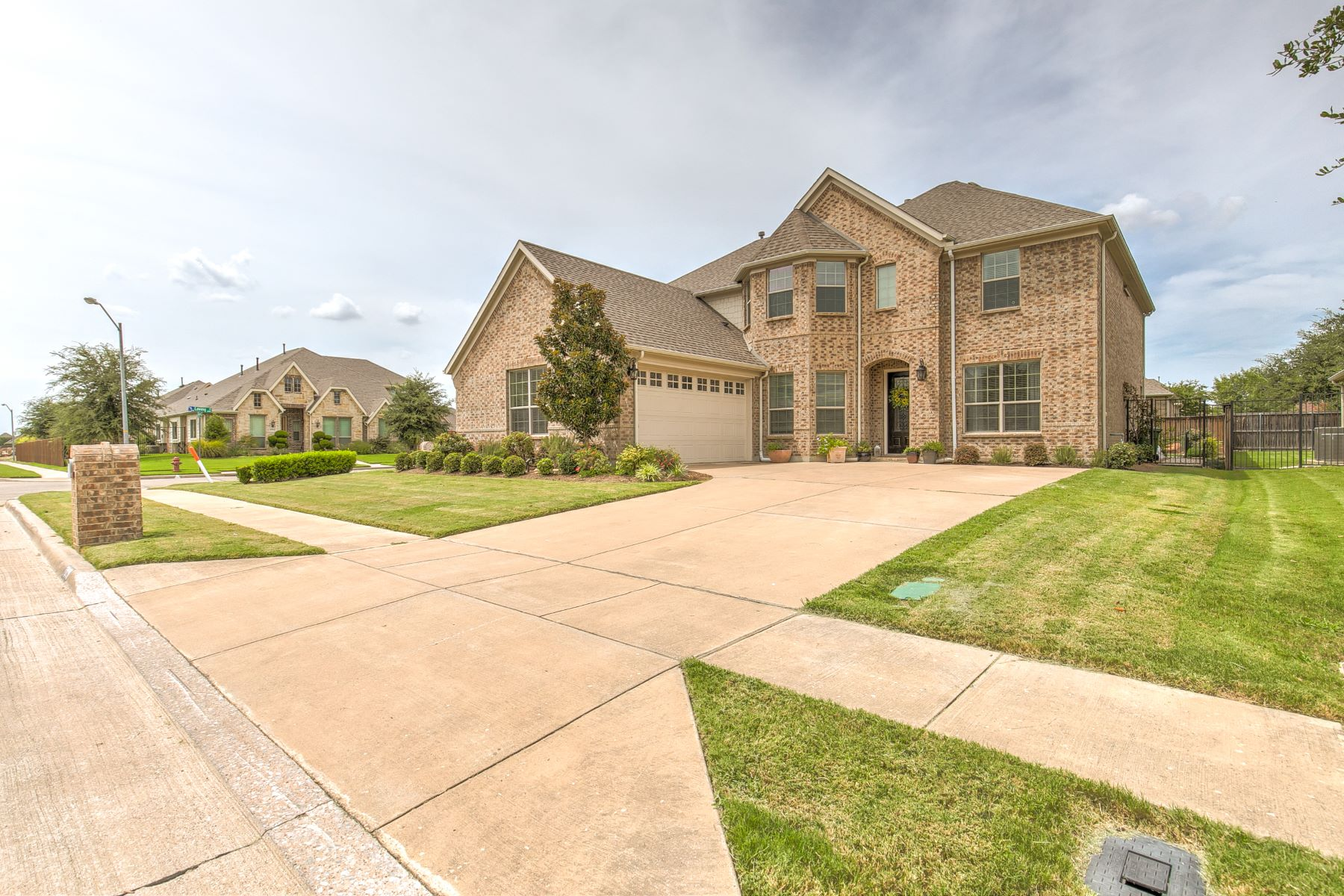 Single Family Homes 용 매매 에 Space Galore in Birdville ISD! 7009 King Ranch Road, North Richland Hills, 텍사스 76182 미국